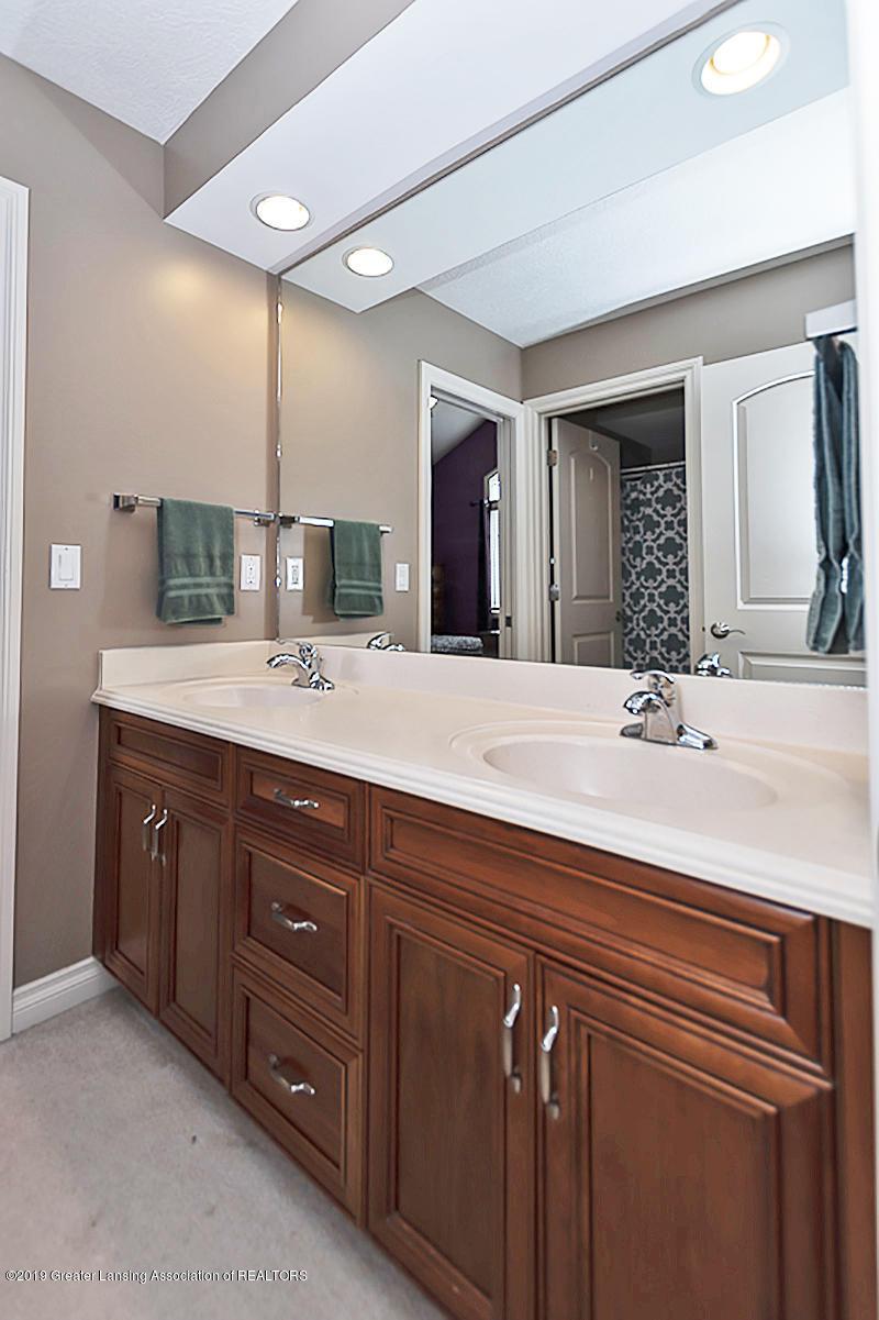 6010 Sleepy Hollow Ln - Bathroom - 25