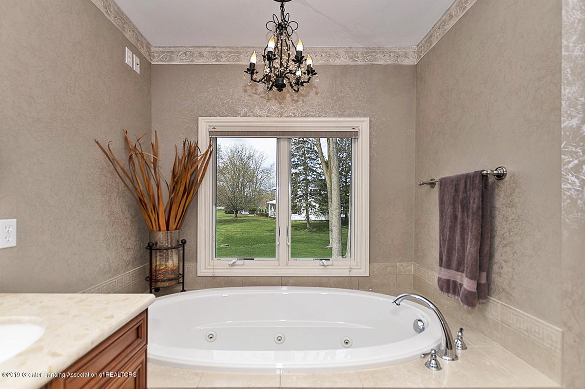 6010 Sleepy Hollow Ln - Master Bath - 31