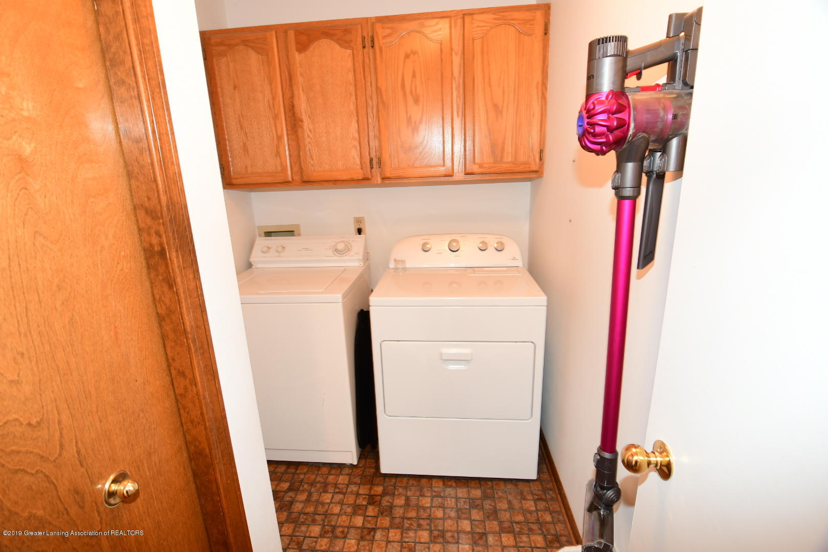 2364 Emerald Forest Cir - Main Level Laundry - 16