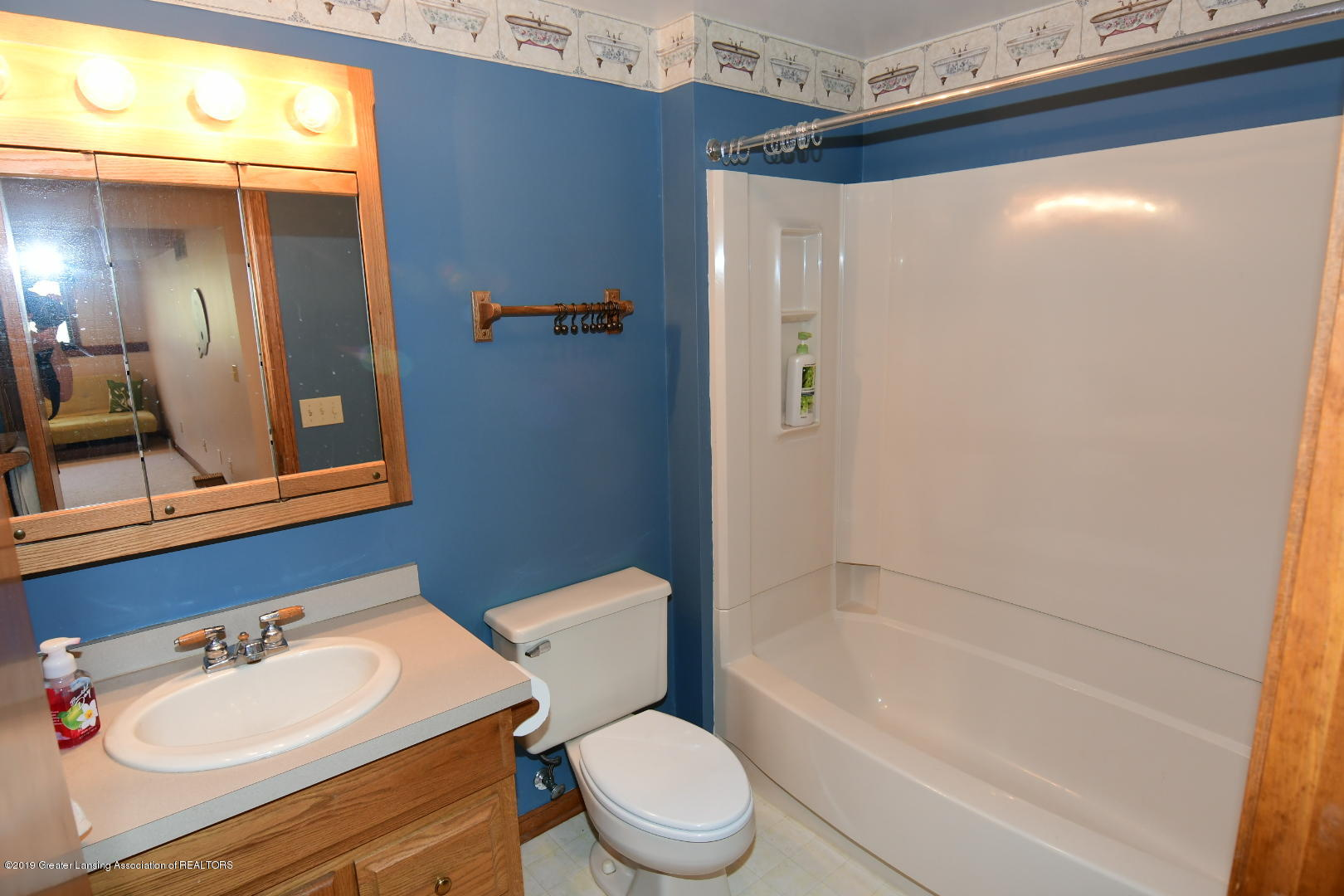 2364 Emerald Forest Cir - Upper Level Full Bath - 21