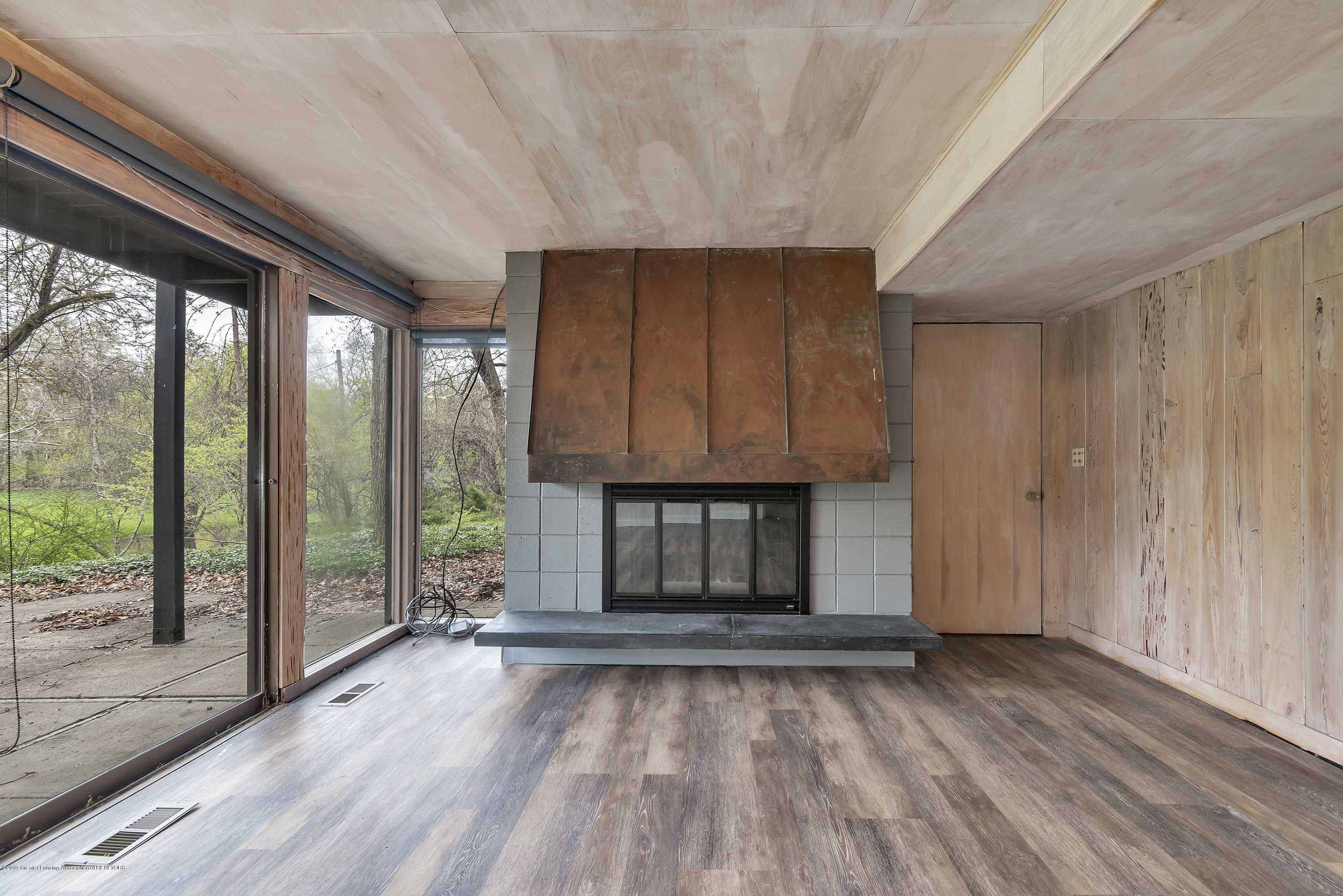 4702 Huron Hill Dr - Lower Level Fireplace - 34