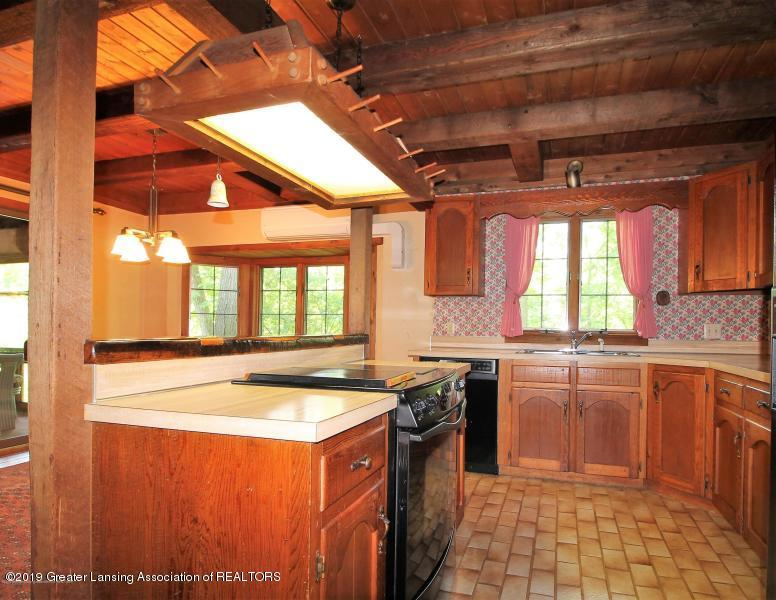 12895 Eaton Rapids Rd - Kitchen - 10