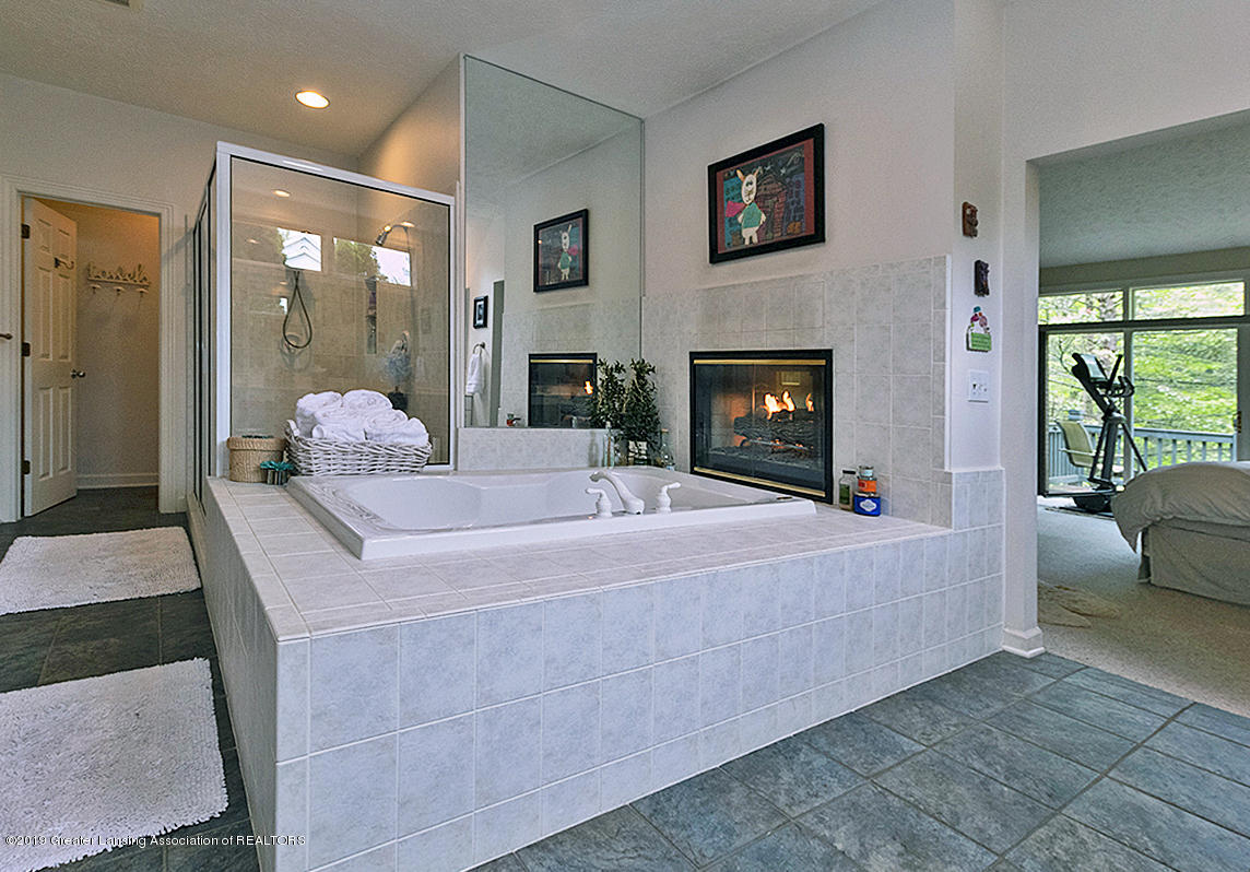 1920 Belwood Dr - MASTER BATH - 13