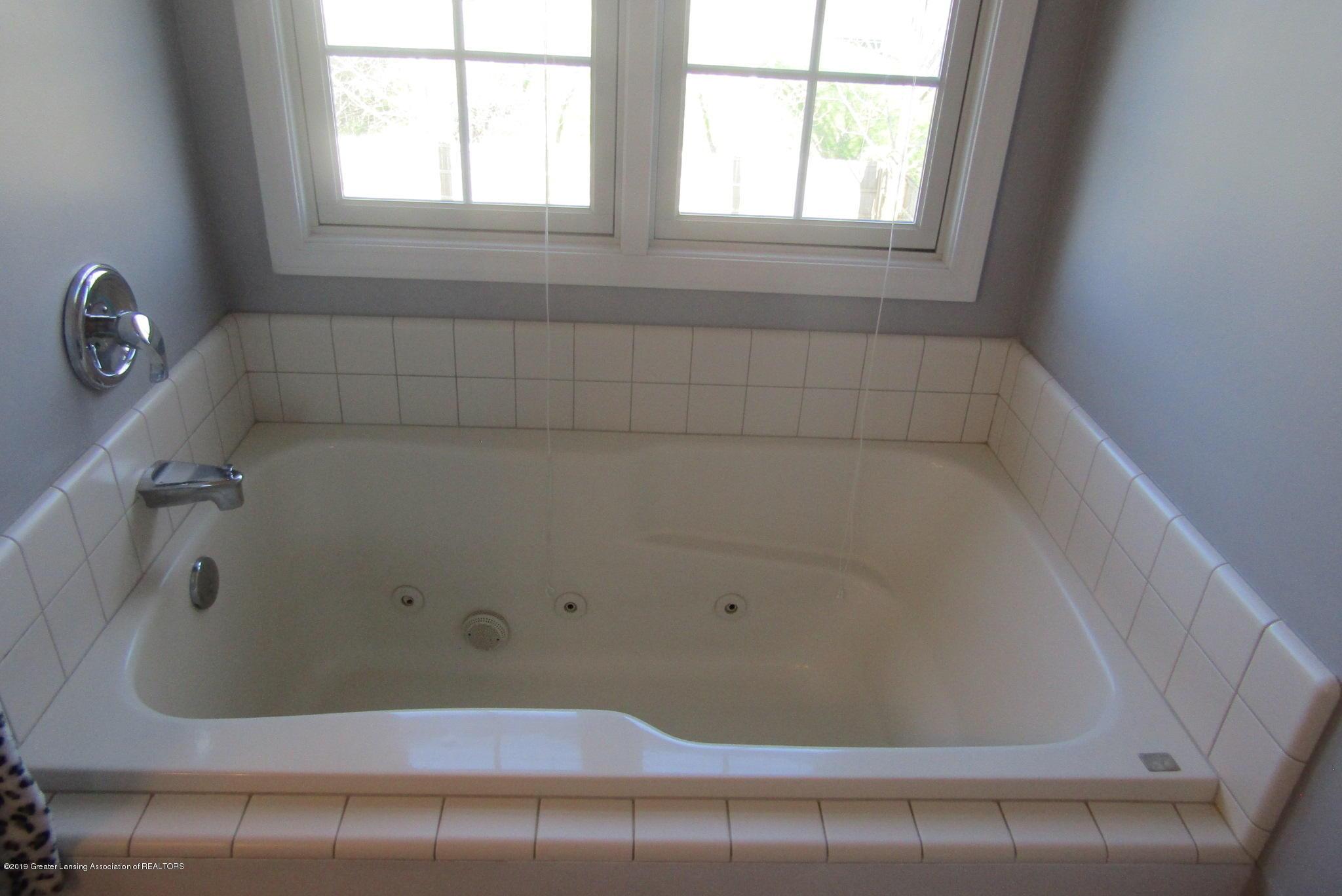 1868 Mockingbird Dr - Bath tub - 31