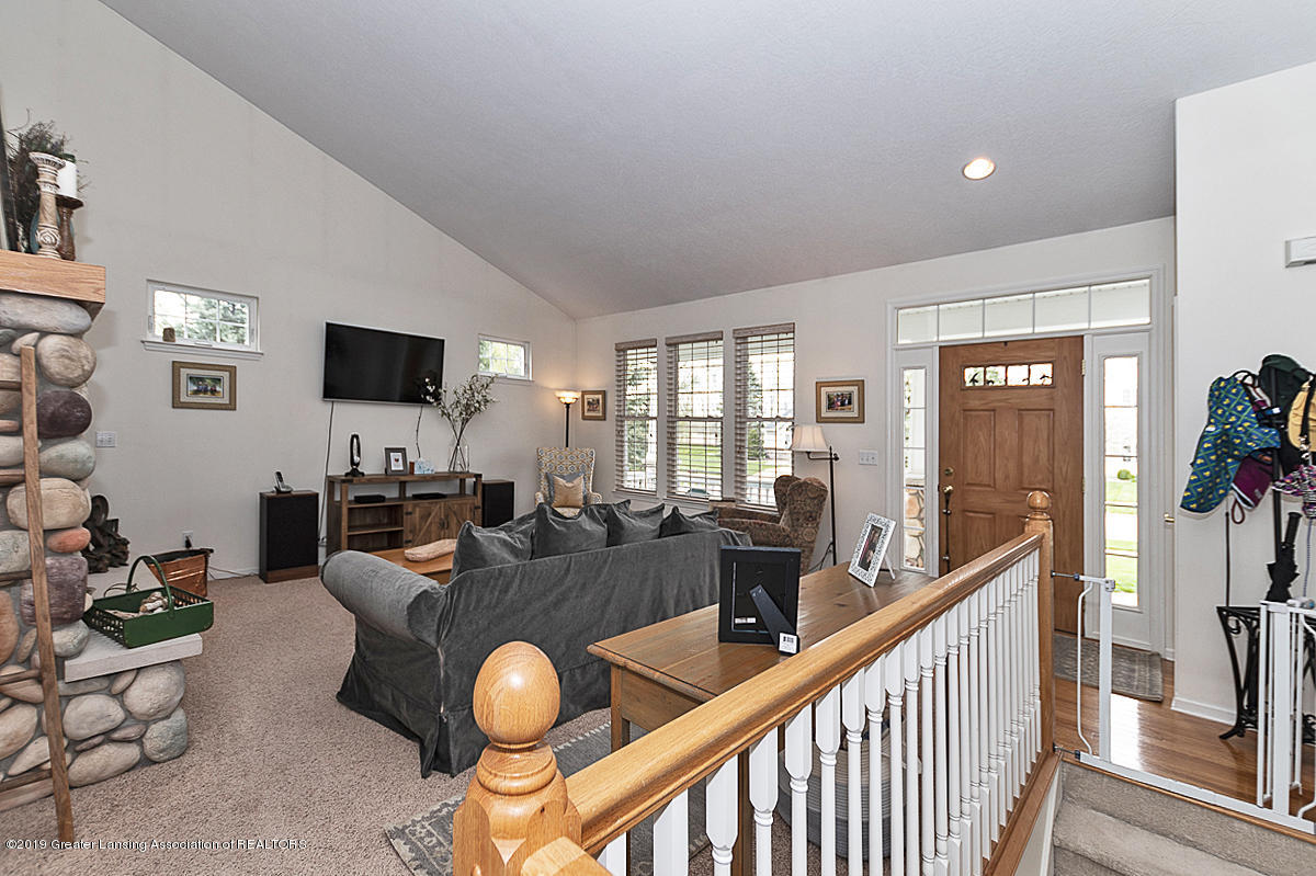 11244 Jerryson Dr - Living Room - 5