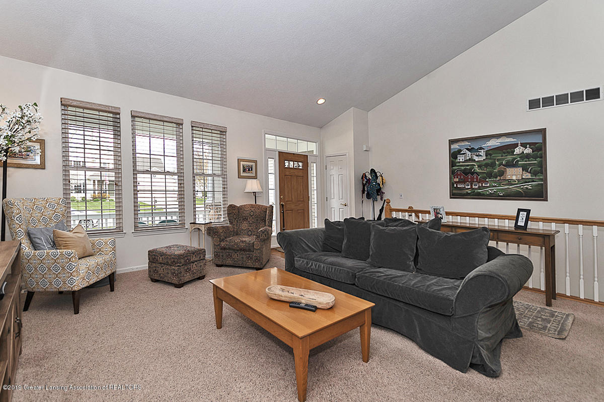 11244 Jerryson Dr - Living Room - 6