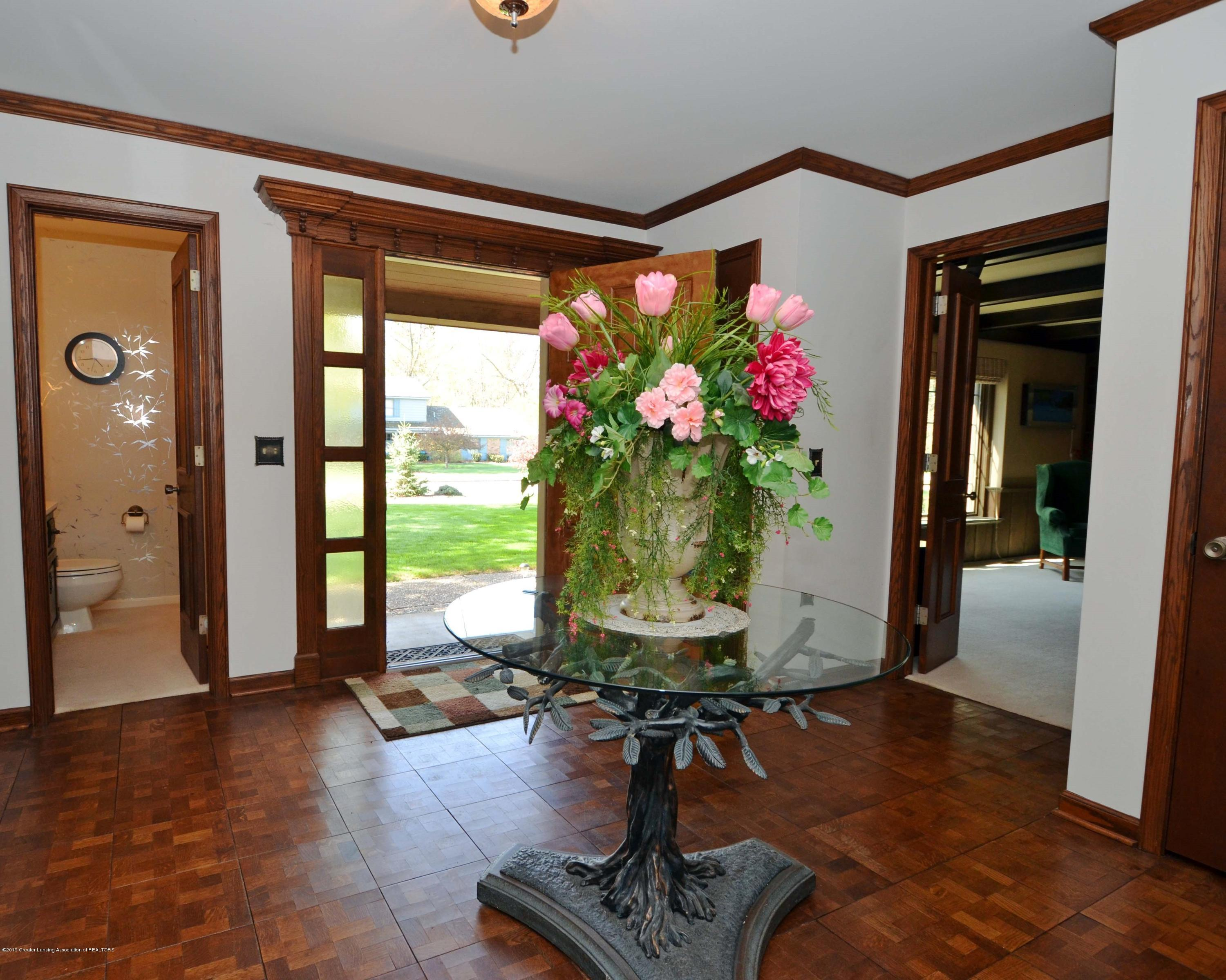 4711 Arapaho Trail - table with flowers - 3