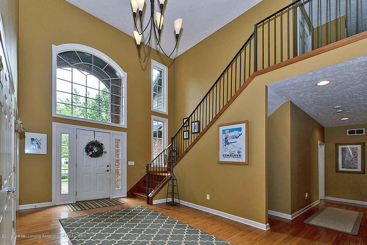 1920 Belwood Dr - FOYER - 2