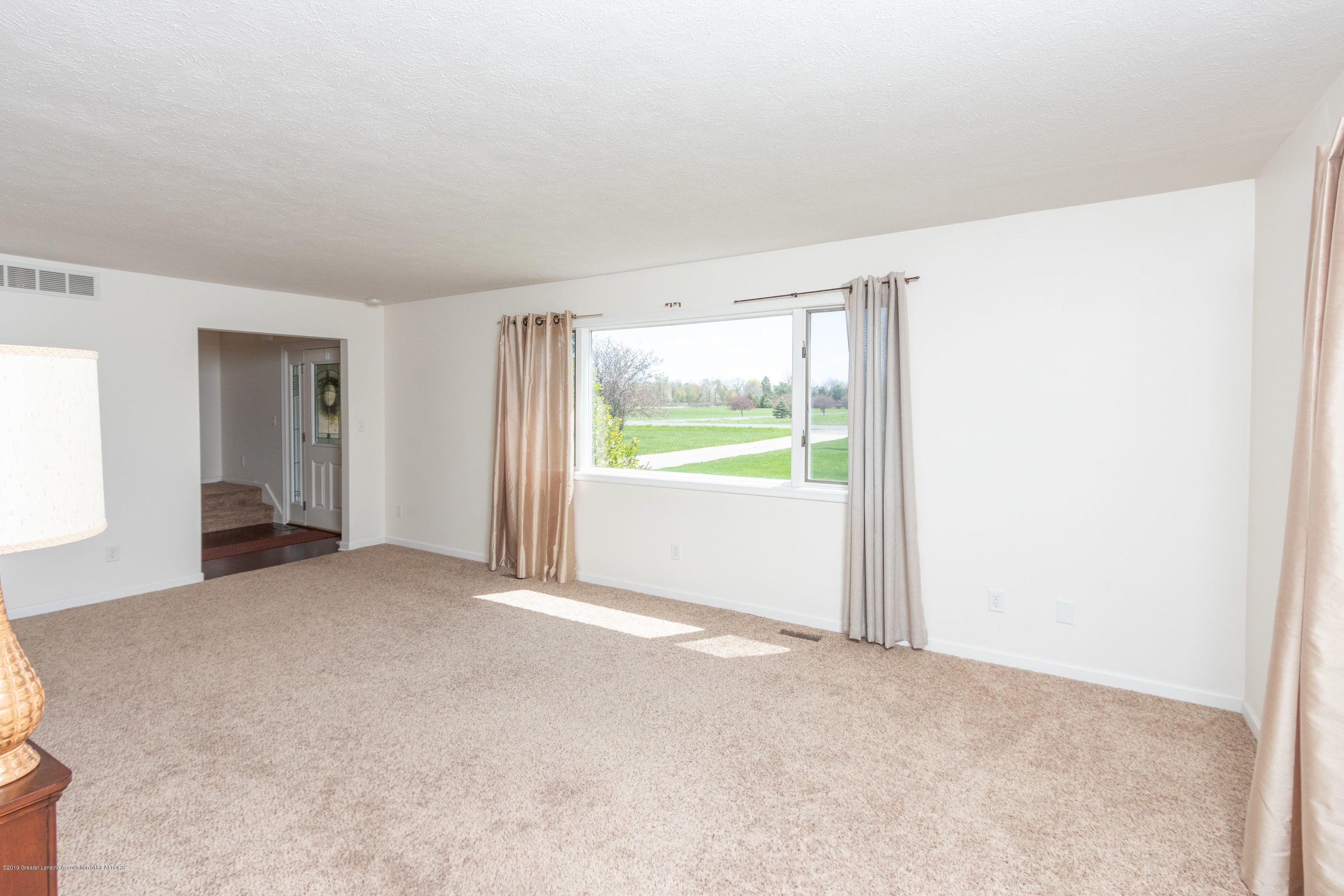 415 Holt Rd - Pretty picture window - 15