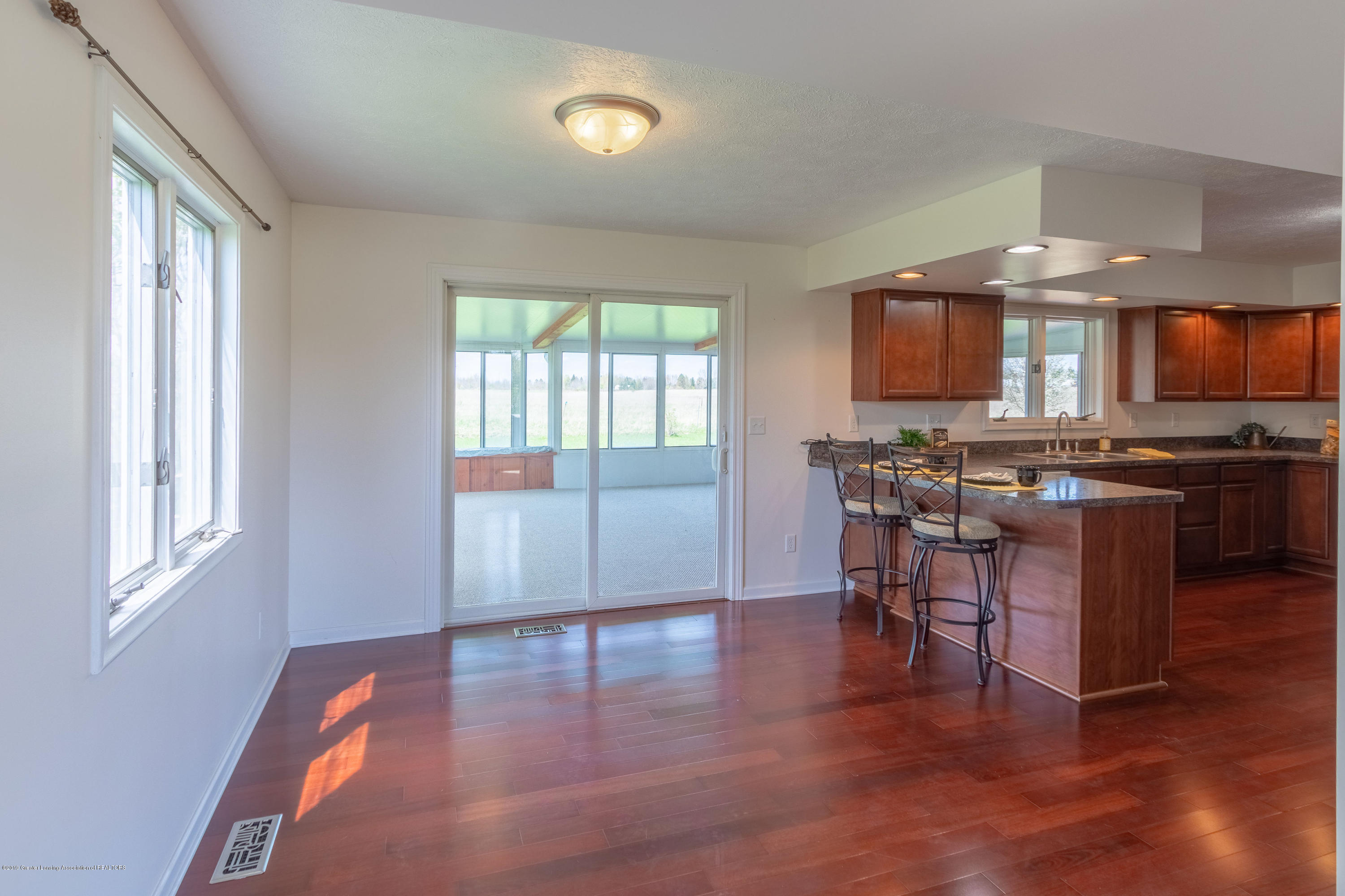 415 Holt Rd - Dining area - 16