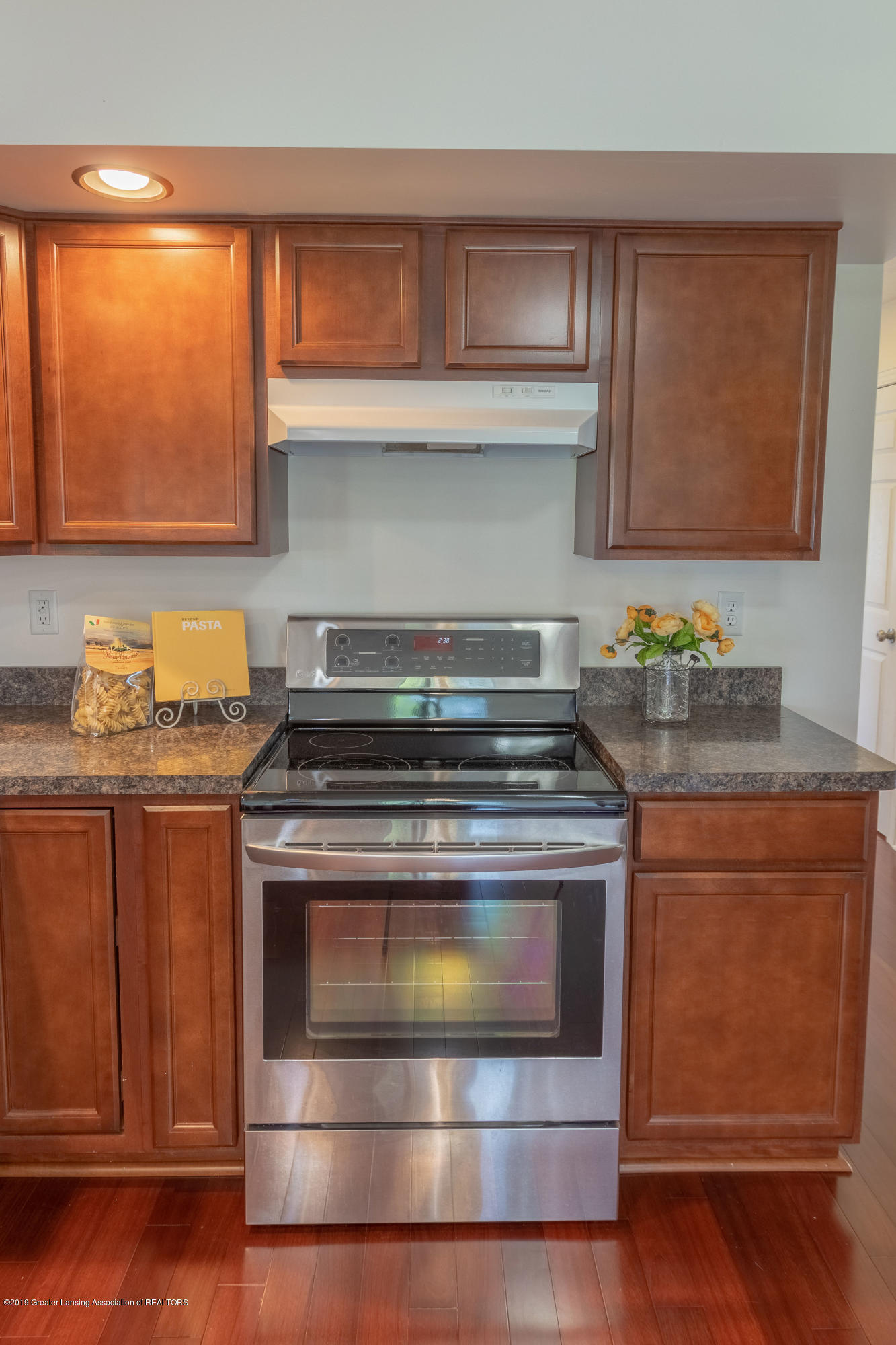 415 Holt Rd - Newer stainless steel appliances - 21
