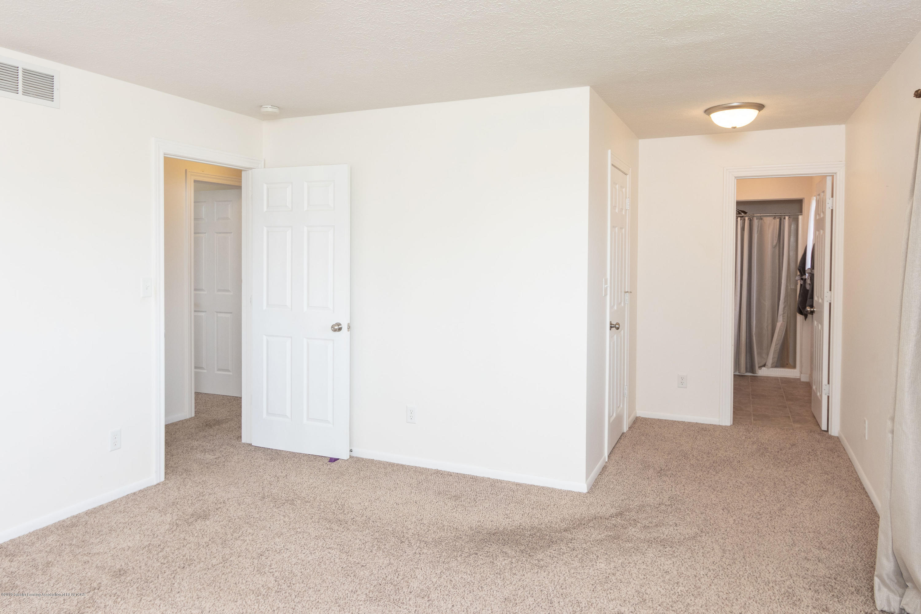 415 Holt Rd - Walk-in closet area - 29