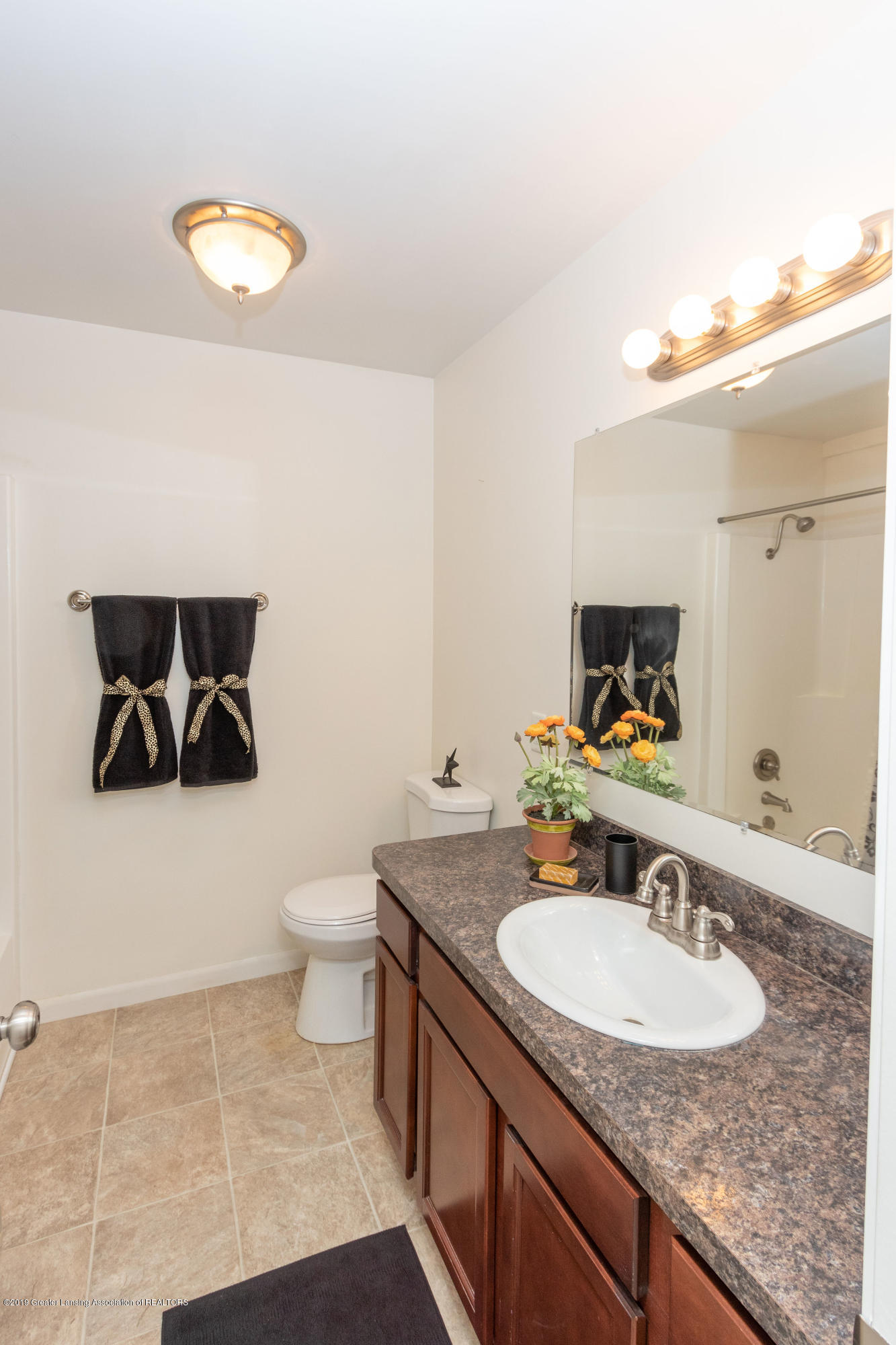 415 Holt Rd - Main Bath - 33