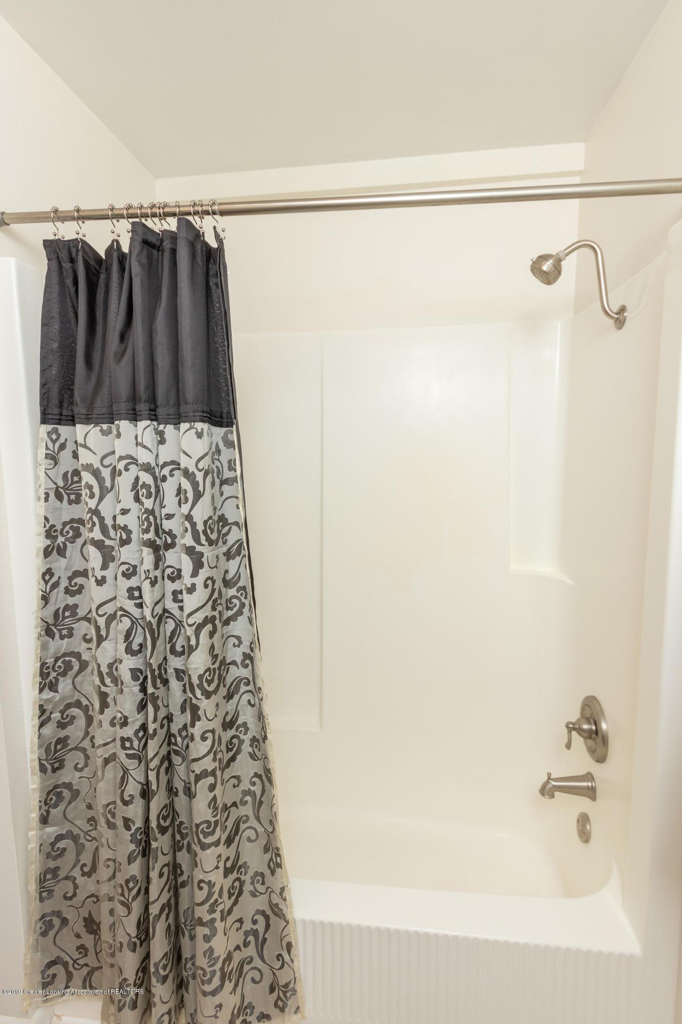 415 Holt Rd - Tub/shower in Main Bath - 34