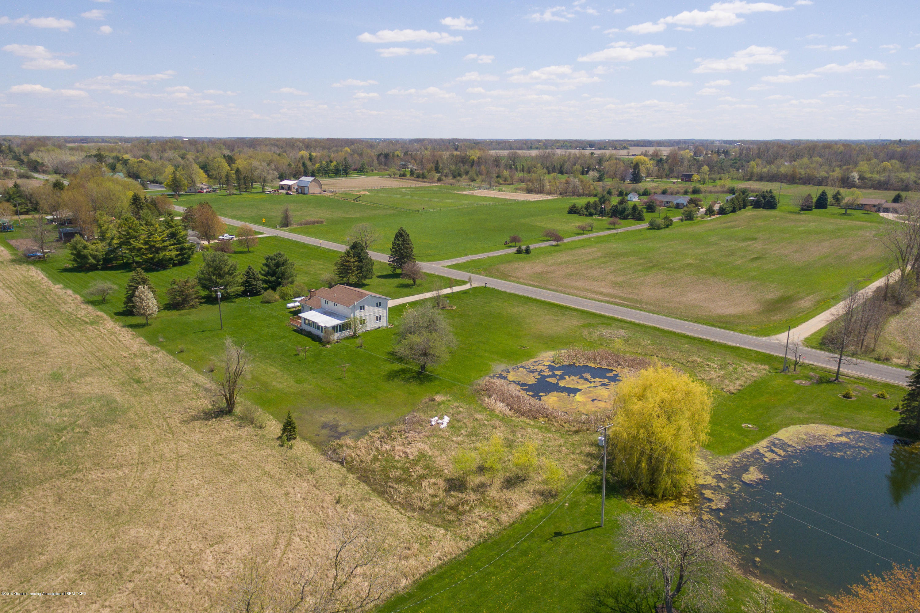 415 Holt Rd - Aerial view - 43