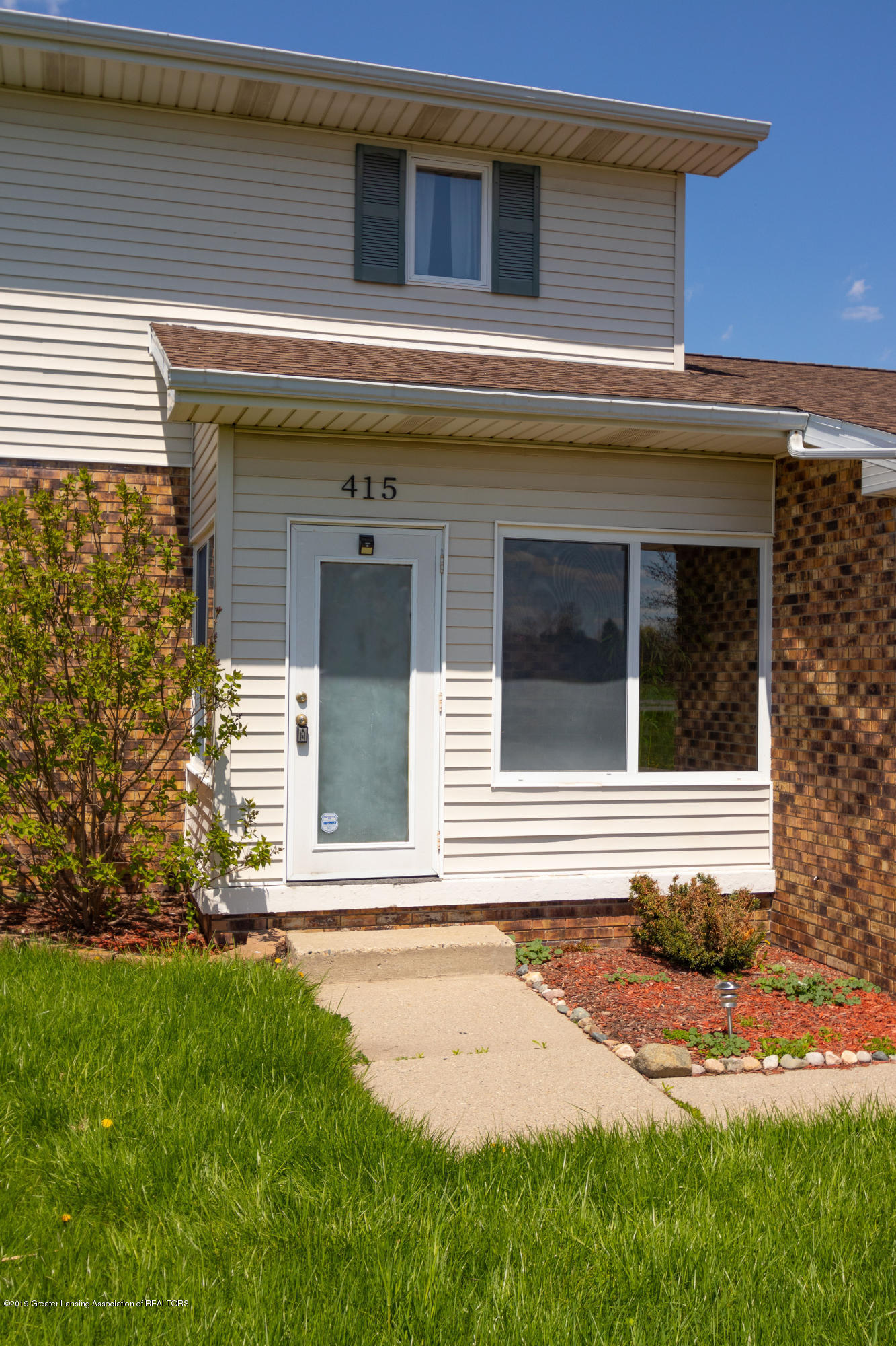 415 Holt Rd - Enclosed porch - 8