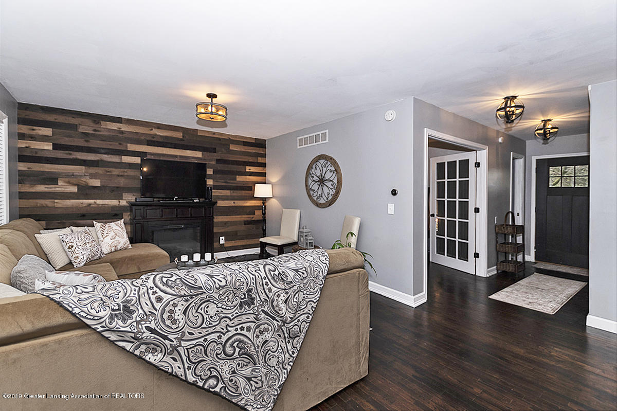 10649 Nixon Rd - Great Room - 3