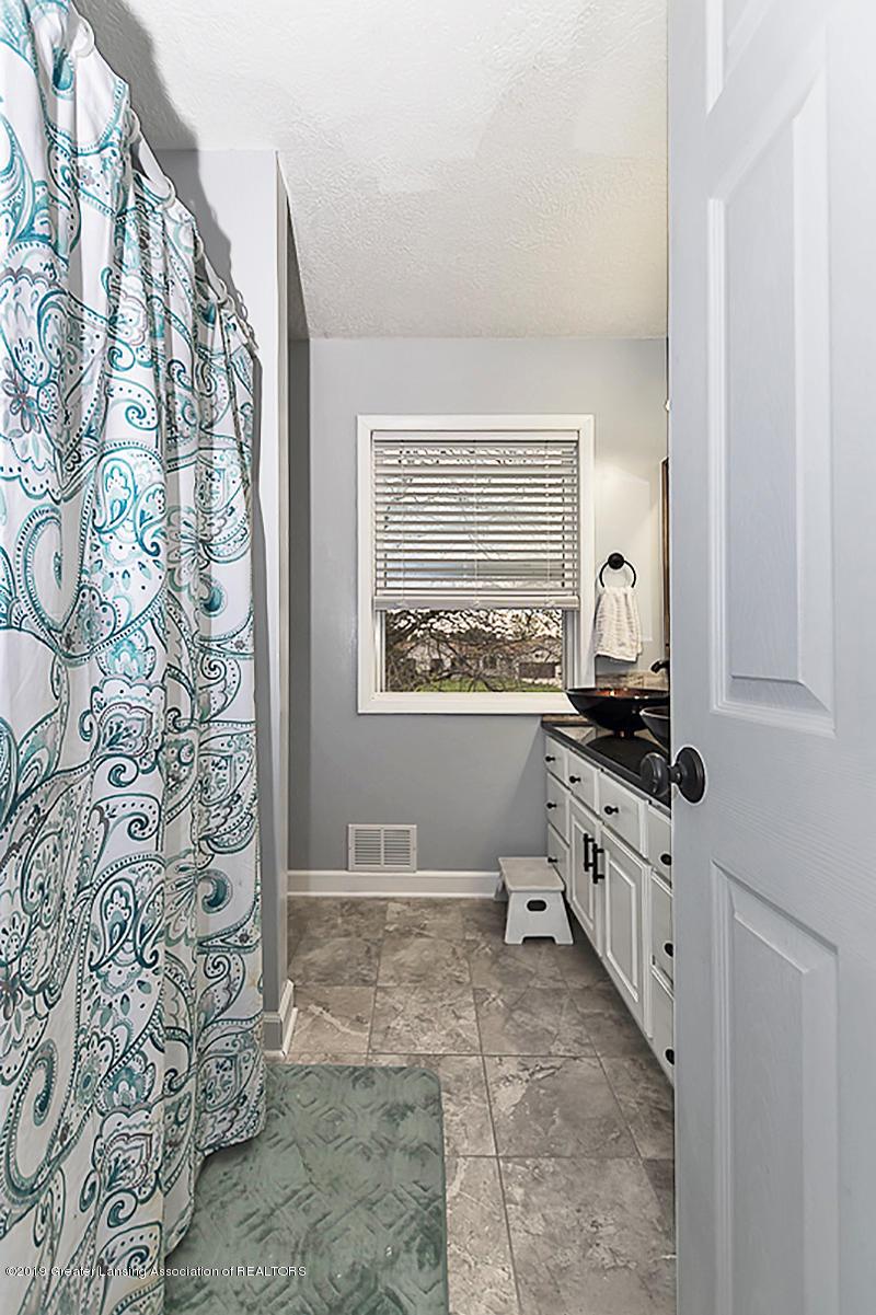 10649 Nixon Rd - 2nd Full Bath - 20