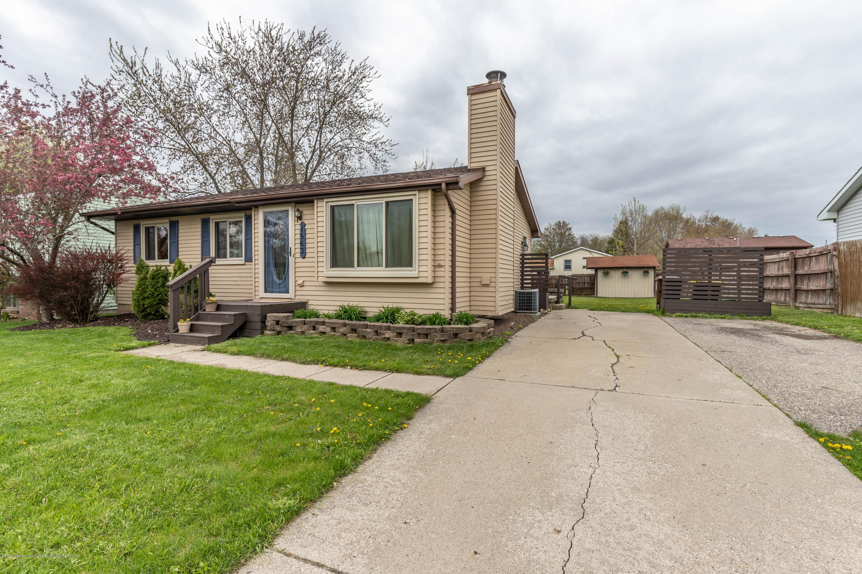 1563 Jacqueline Dr - jacfront2 (1 of 1) - 1