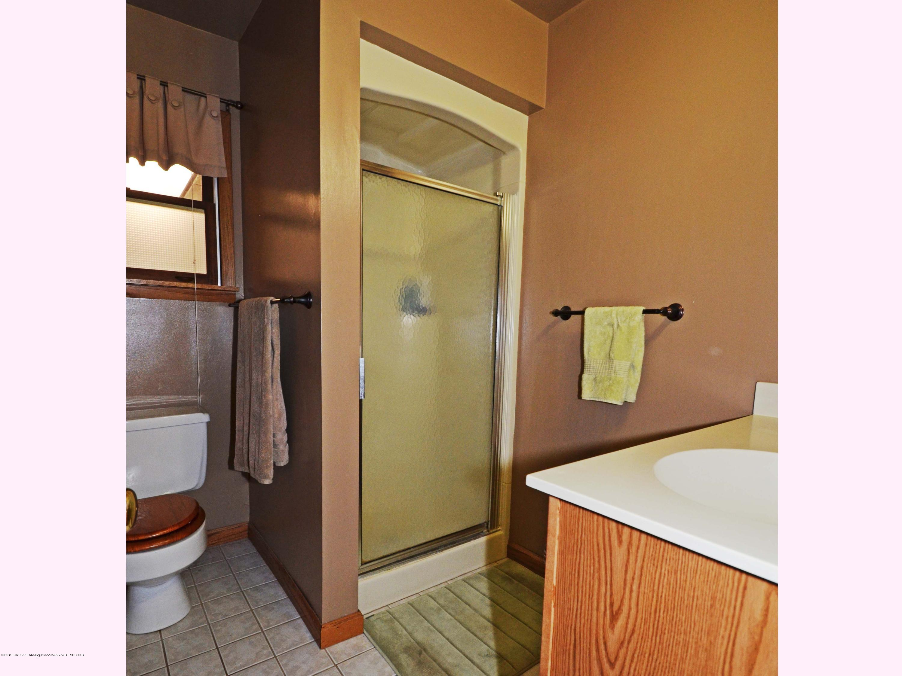 4962 Wilcox Rd - 13Main Level Hall Bath1 - 13