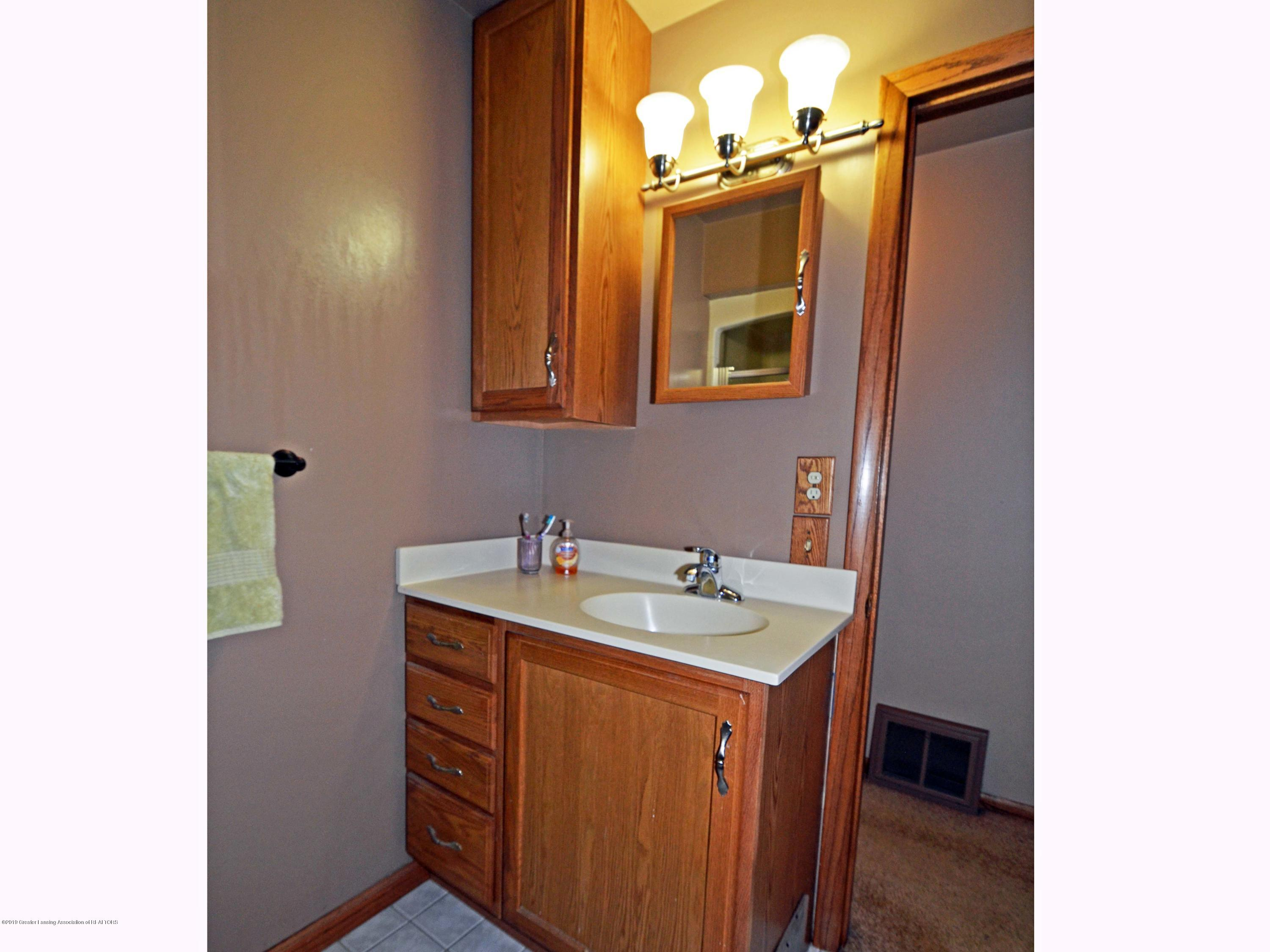4962 Wilcox Rd - 14Main Level Hall Bath1 - 14