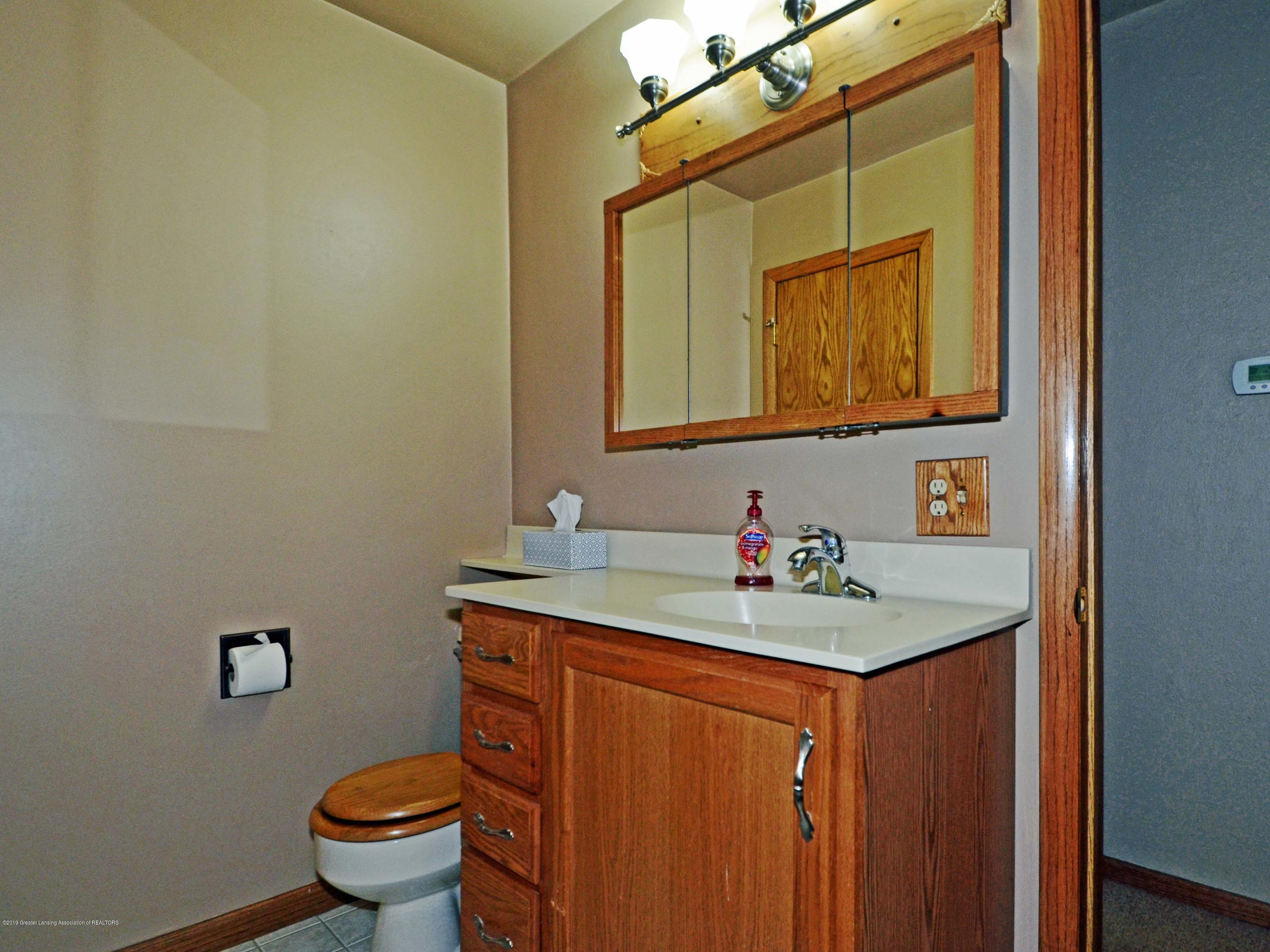 4962 Wilcox Rd - 17Main Level Hall Bath2 - 17