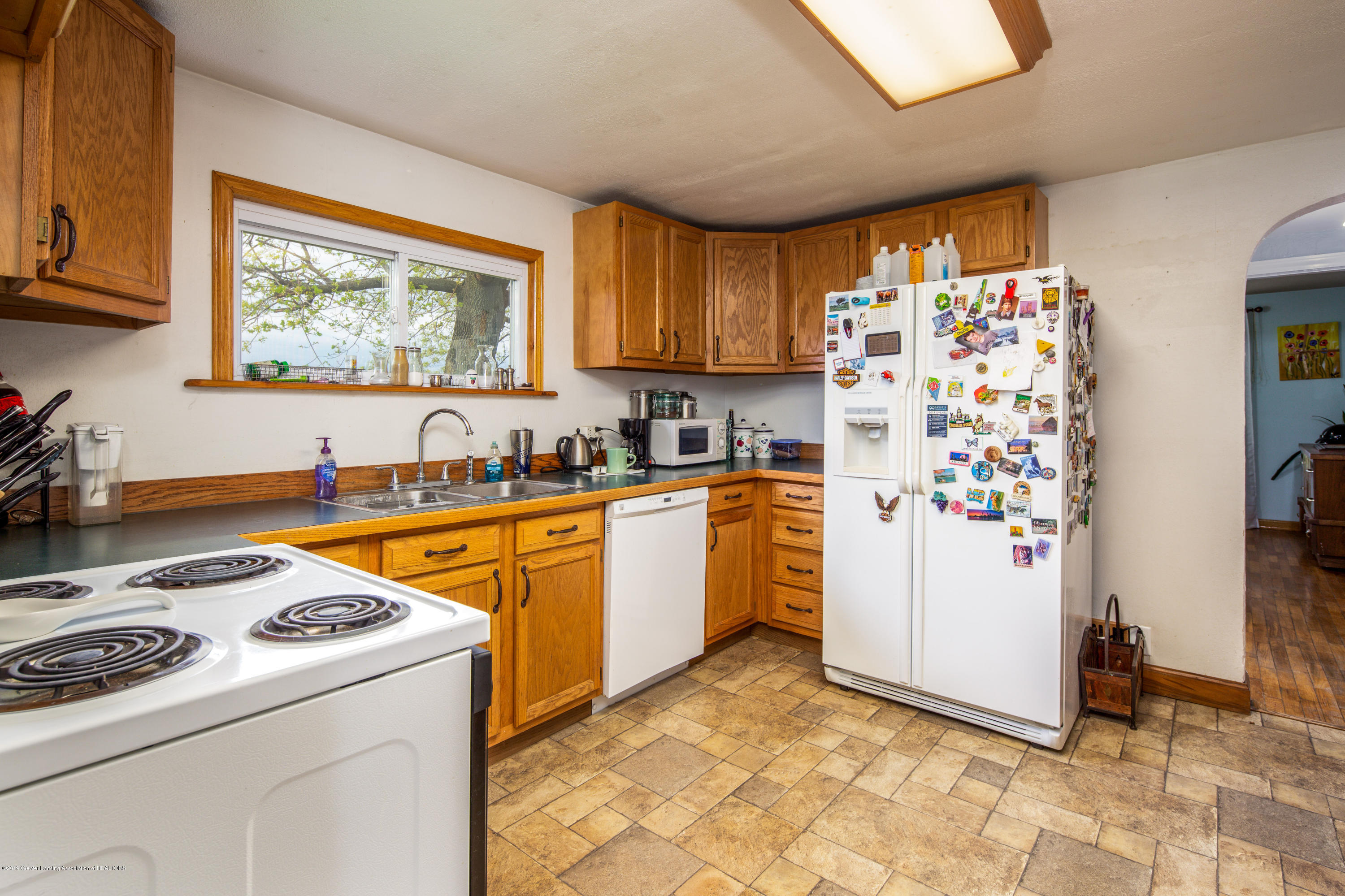 1325 W Grant Rd - Kitchen - 6
