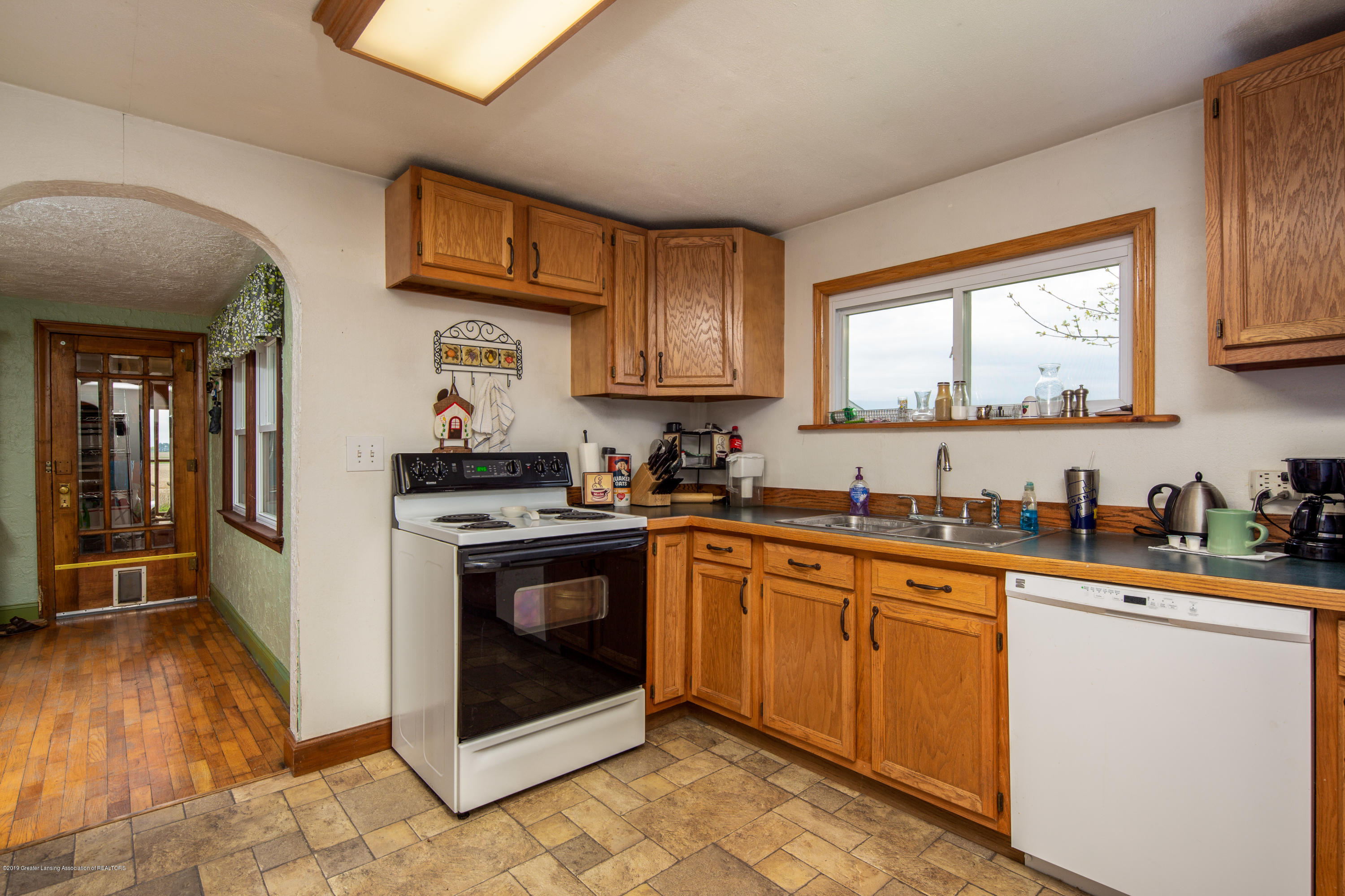 1325 W Grant Rd - Kitchen - 7
