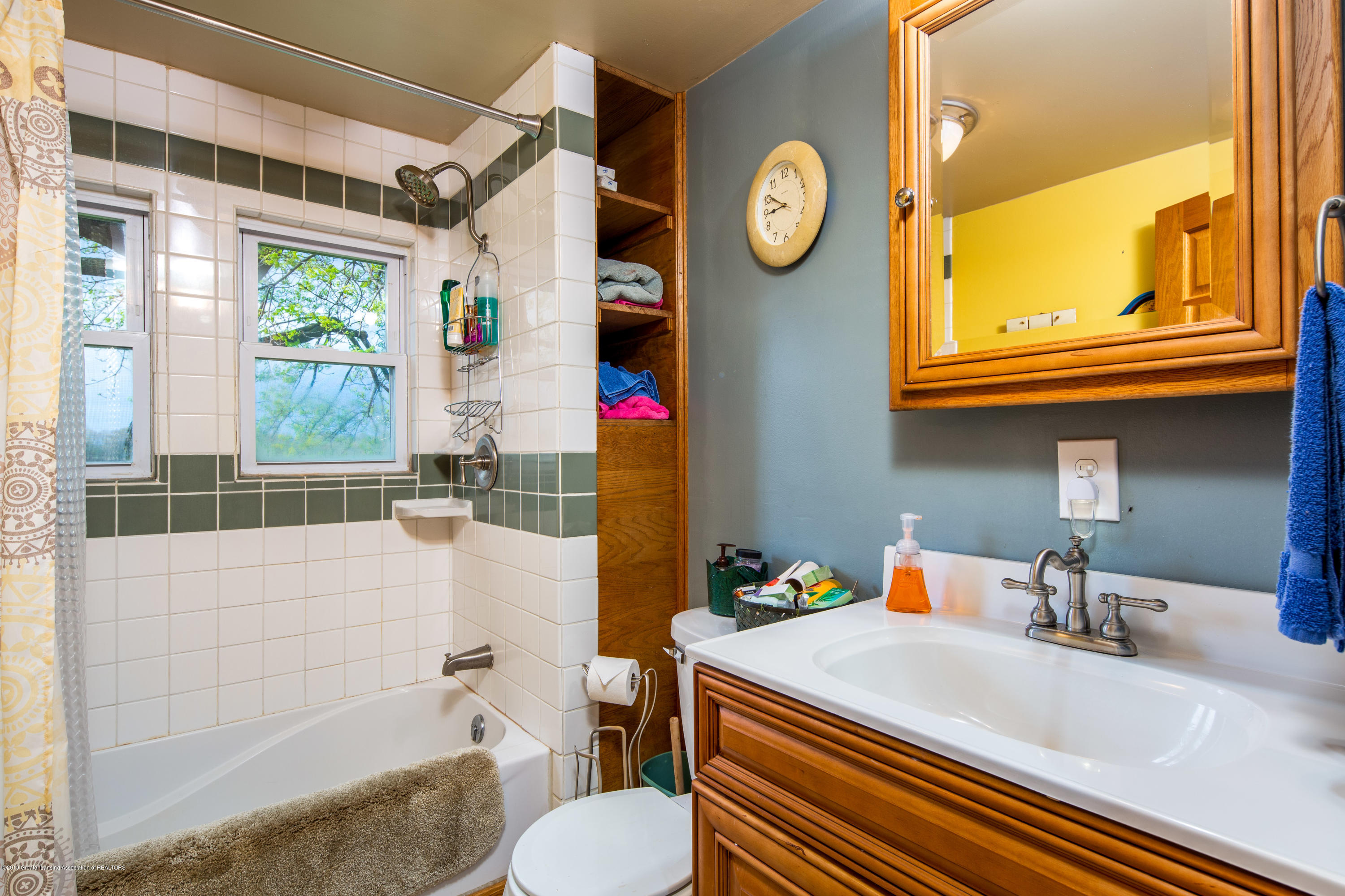 1325 W Grant Rd - Bathroom - 13