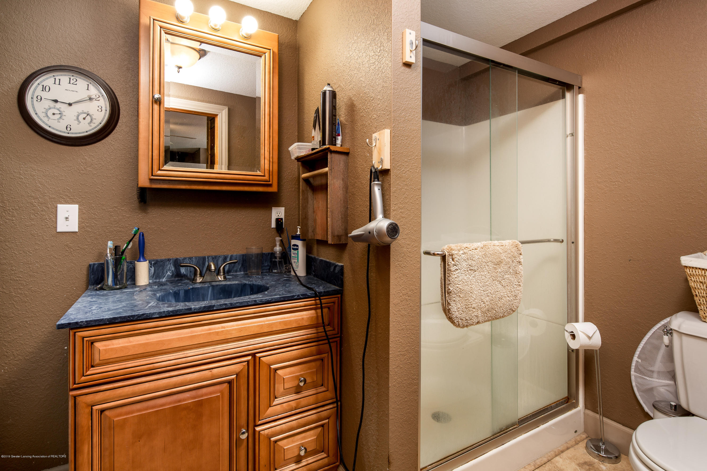 1325 W Grant Rd - Bathroom - 11