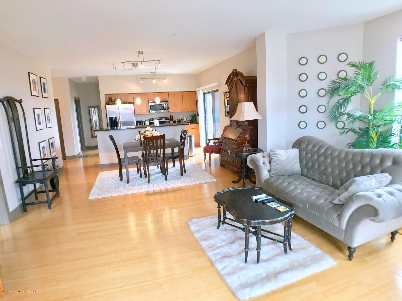 500 E Michigan Ave 420 - Living Area - 8