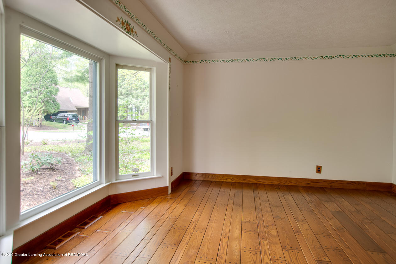 3782 Thistlewood Rd - Living Room - 11