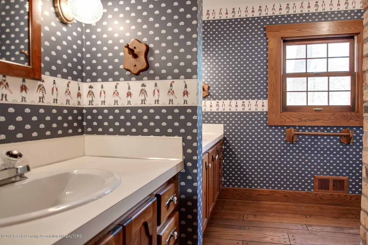 3782 Thistlewood Rd - 2nd Floor Bath - 38