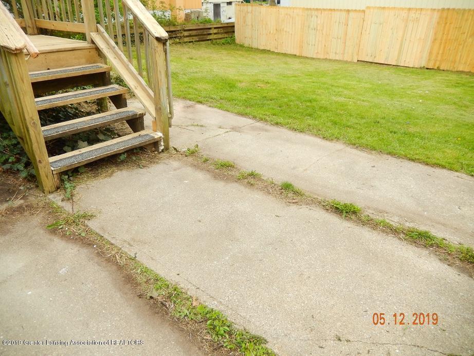 3011 N Cedar St - backsteps0512 - 3