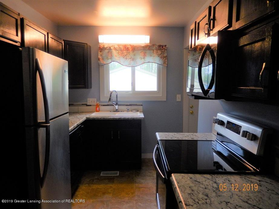 3011 N Cedar St - kitchen20512 - 17