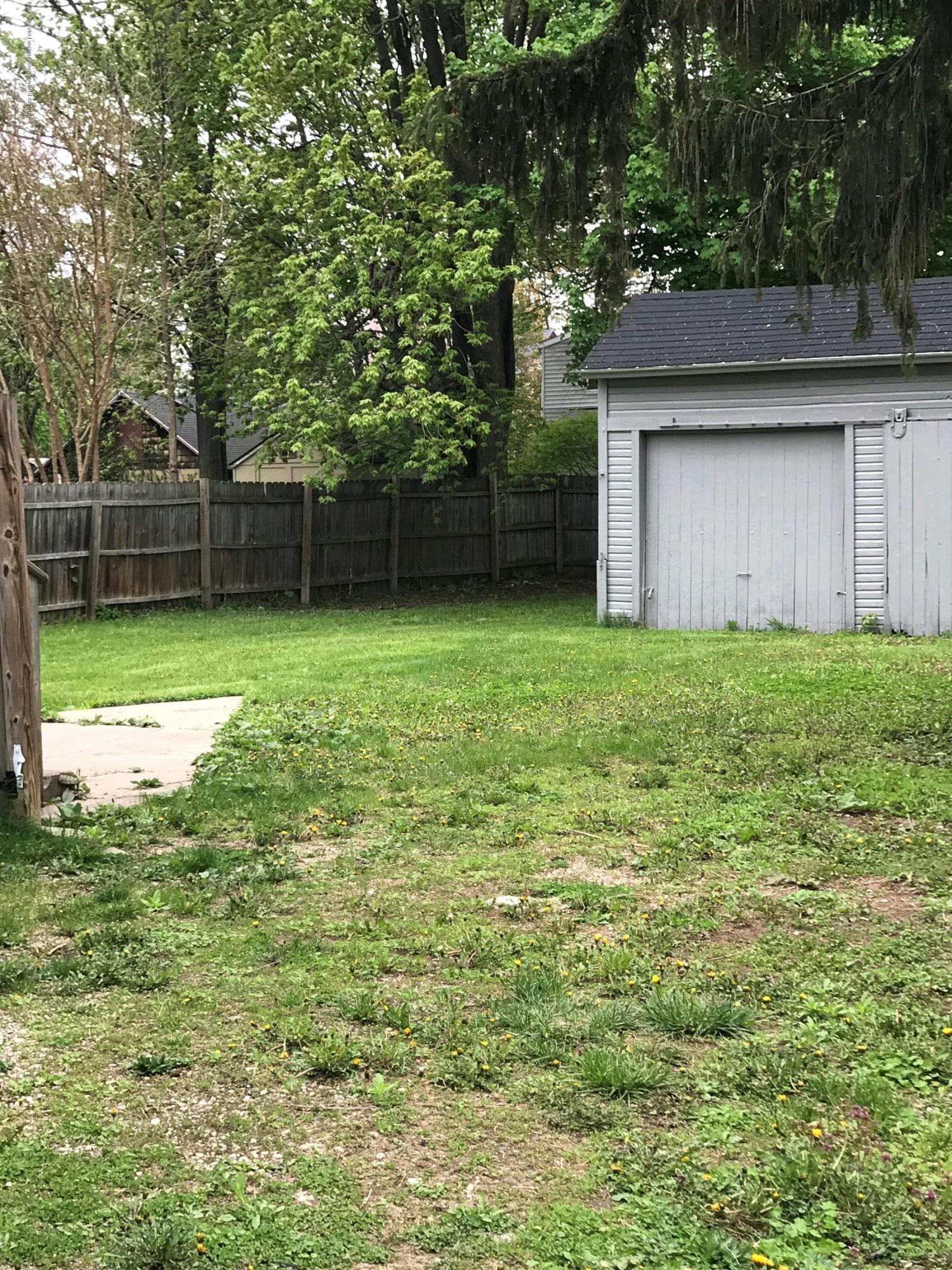 104 W Steel St - backyard - 17