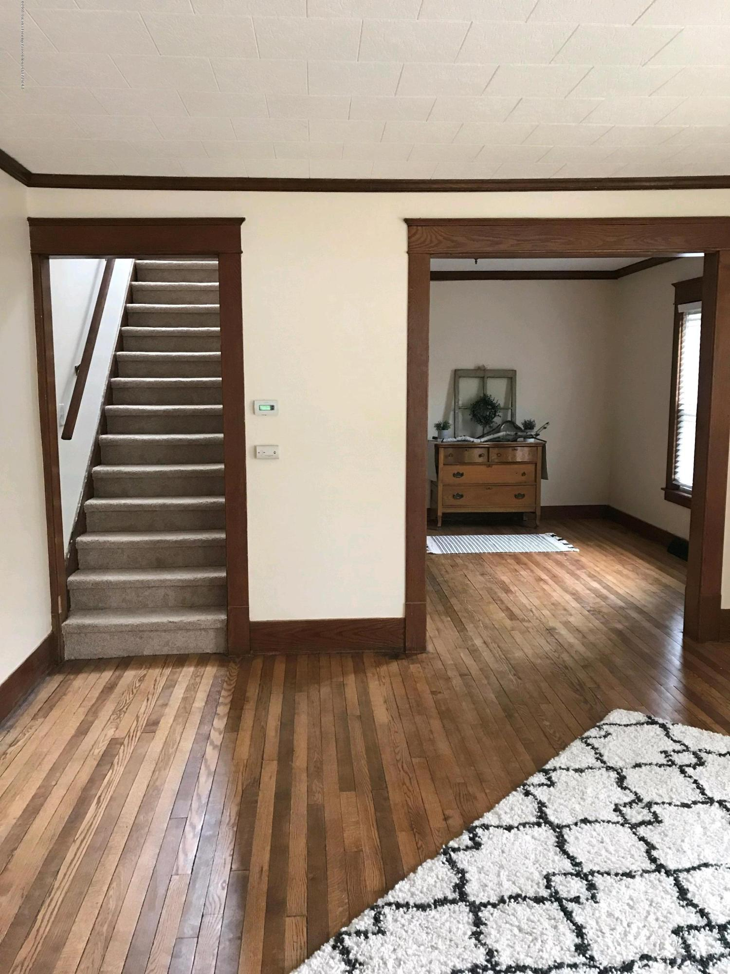 104 W Steel St - living room - 9