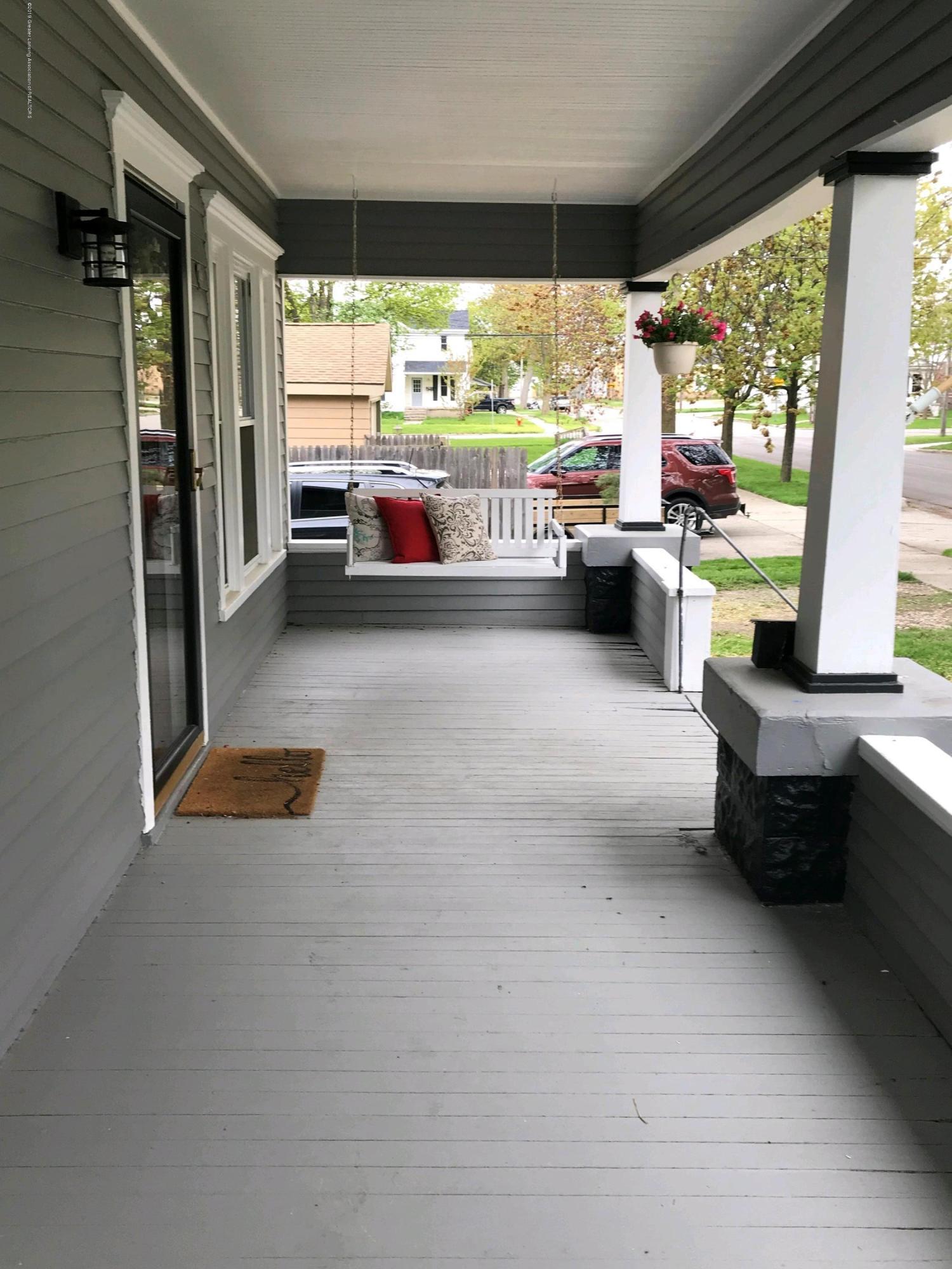 104 W Steel St - porch swing 2 - 3