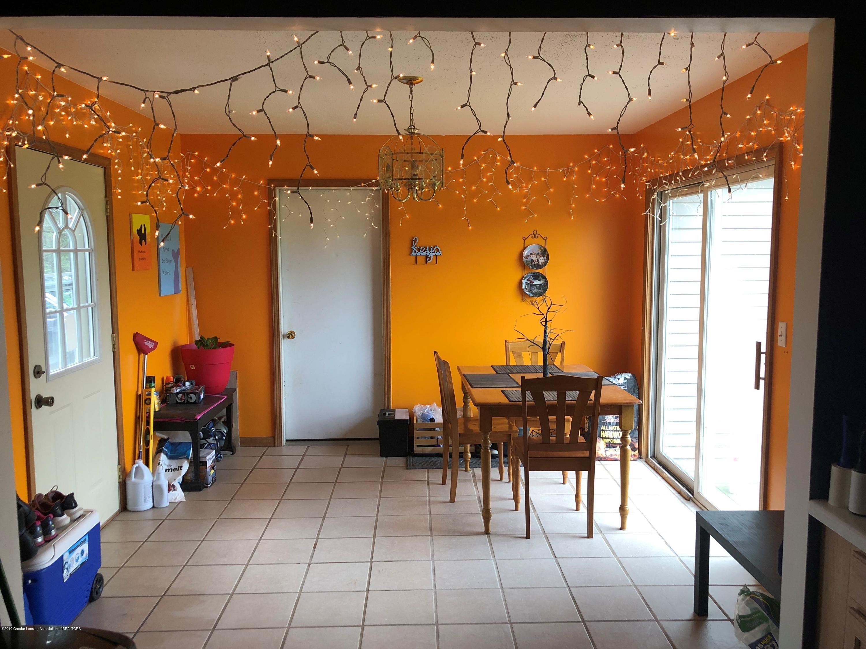 9155 Island Hwy - Island dining area - 4