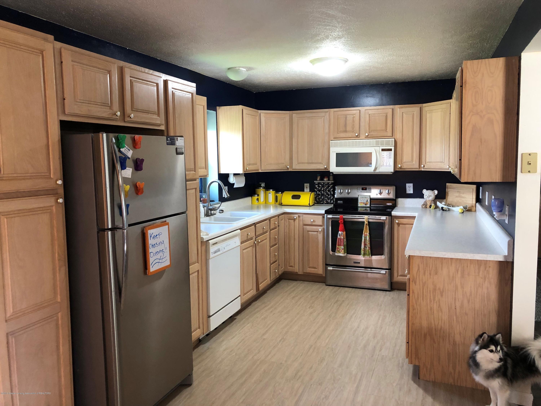 9155 Island Hwy - Island kitchen - 5