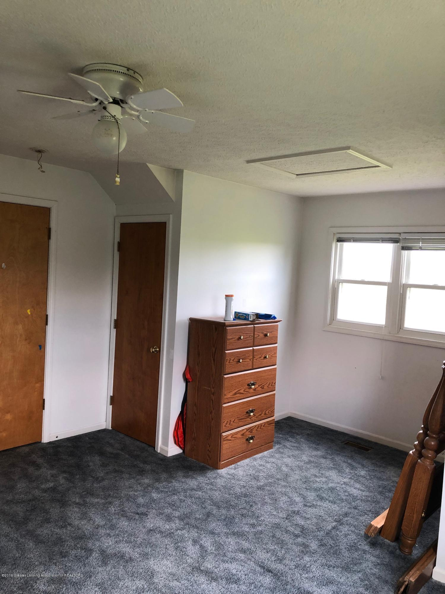 9155 Island Hwy - island bedroom up - 8