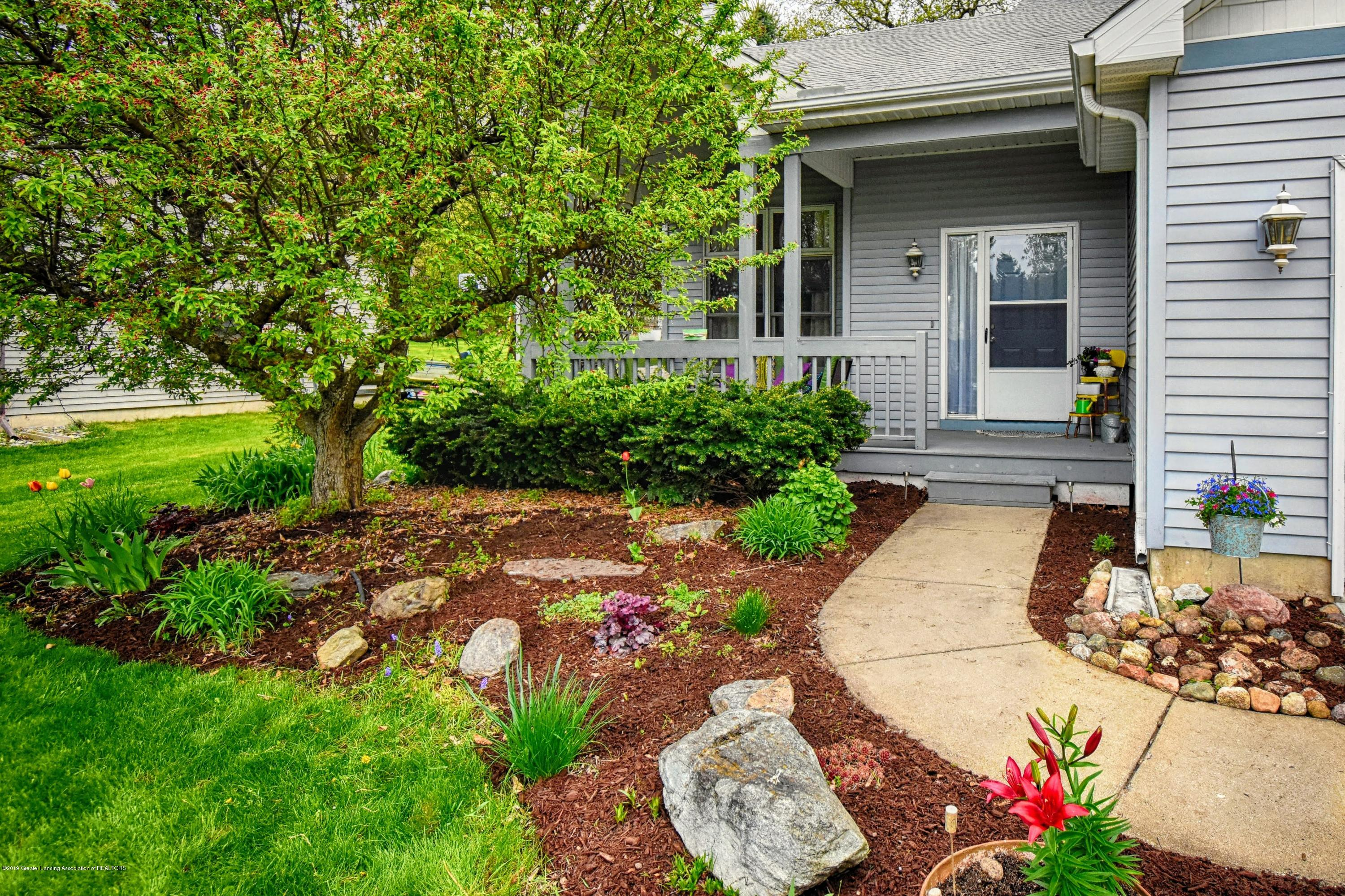 2417 Bush Gardens Ln - Landscaping in Front - 3