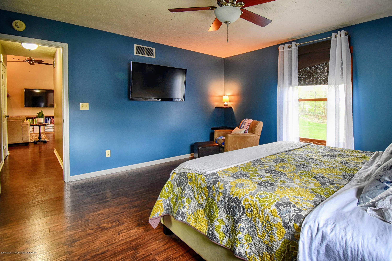 2417 Bush Gardens Ln - Master Bedroom - 17
