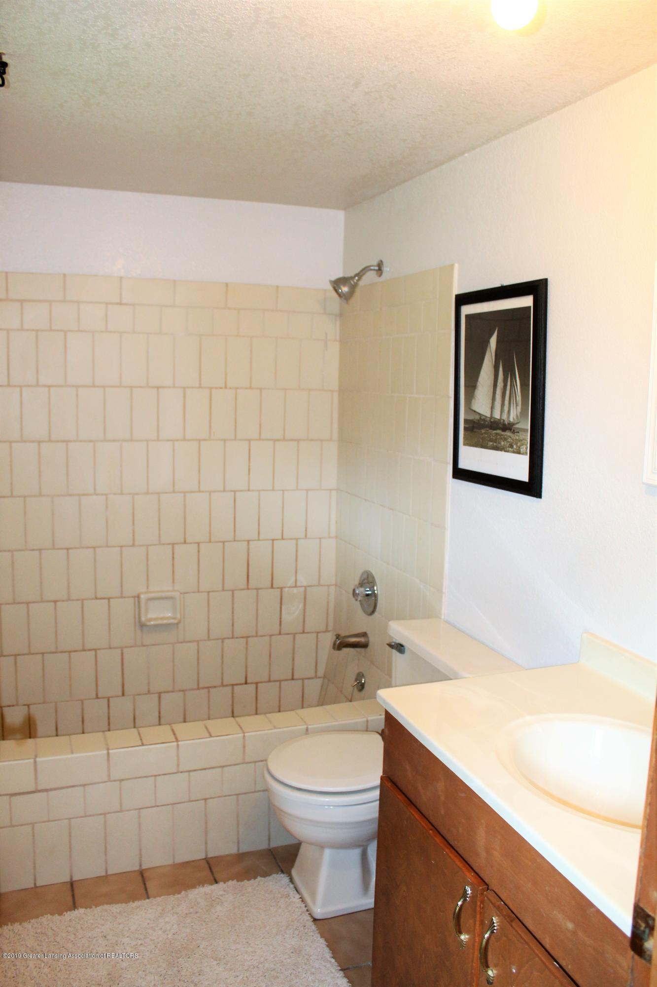 481 Haslett Rd - Guest Bath - 10