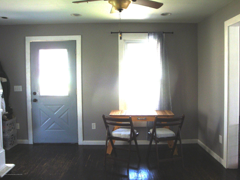 5925 Potter St - Foyer - 5