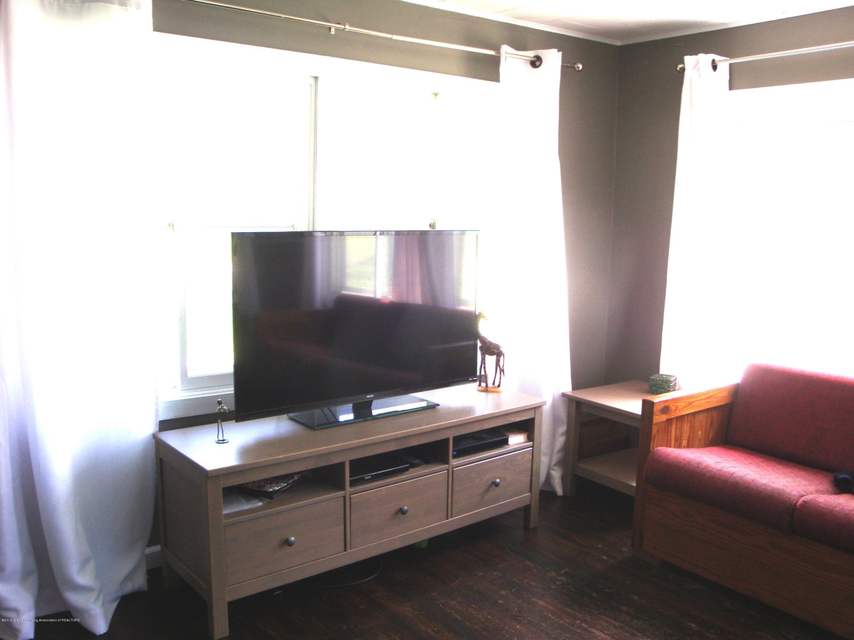 5925 Potter St - living room - 7