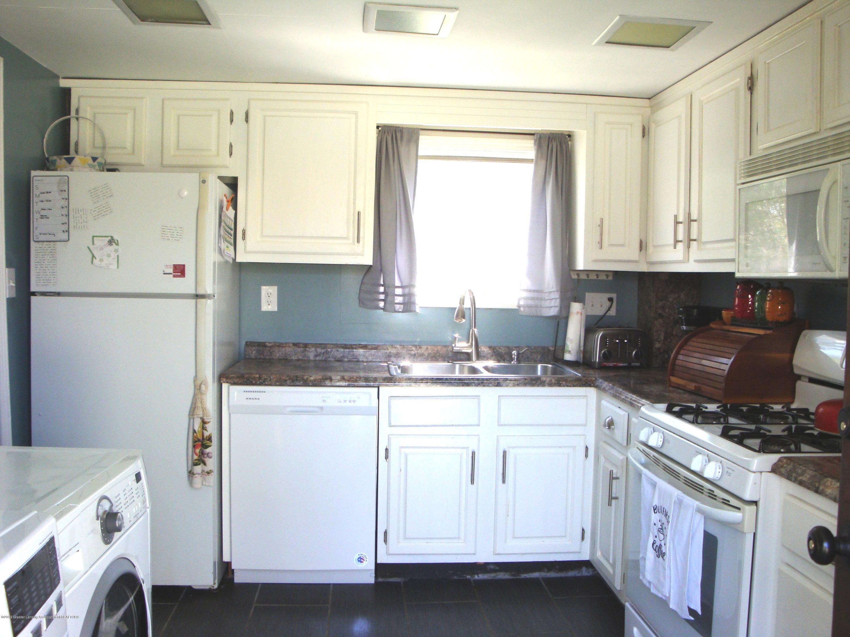 5925 Potter St - kitchen - 11