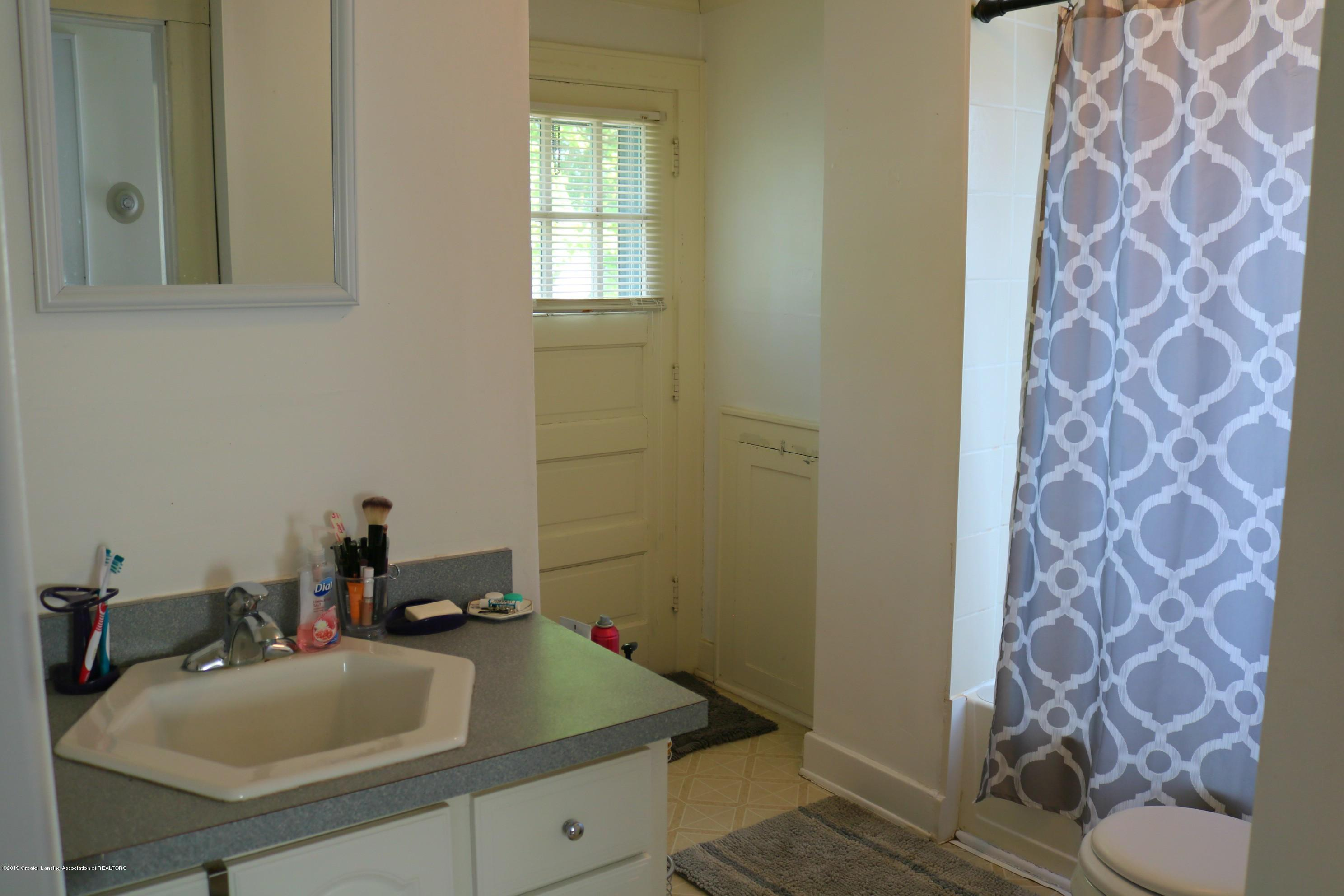 703 N Magnolia Ave - Bathroom - 13