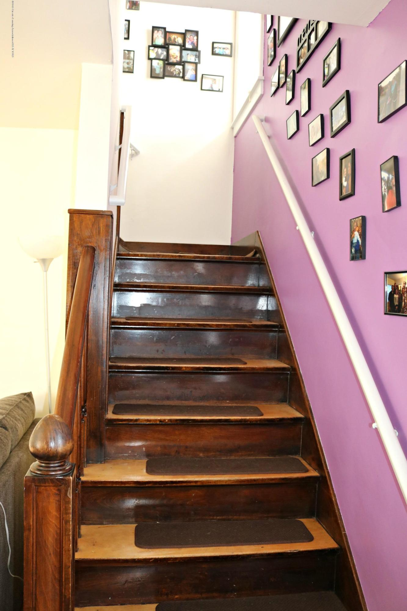 703 N Magnolia Ave - Stairs - 9
