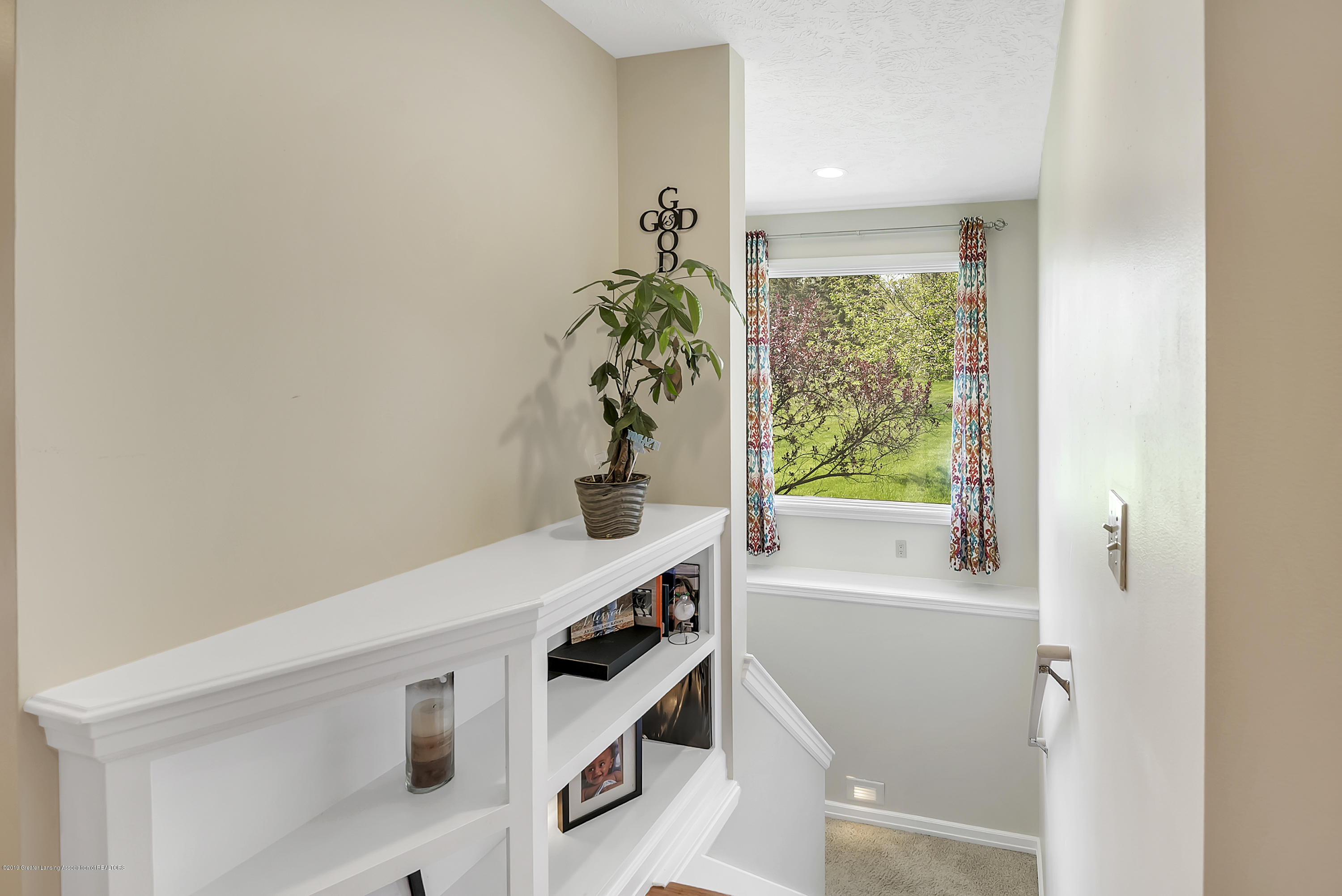3648 Ponderosa Dr - Stairwell to Lower Level - 35